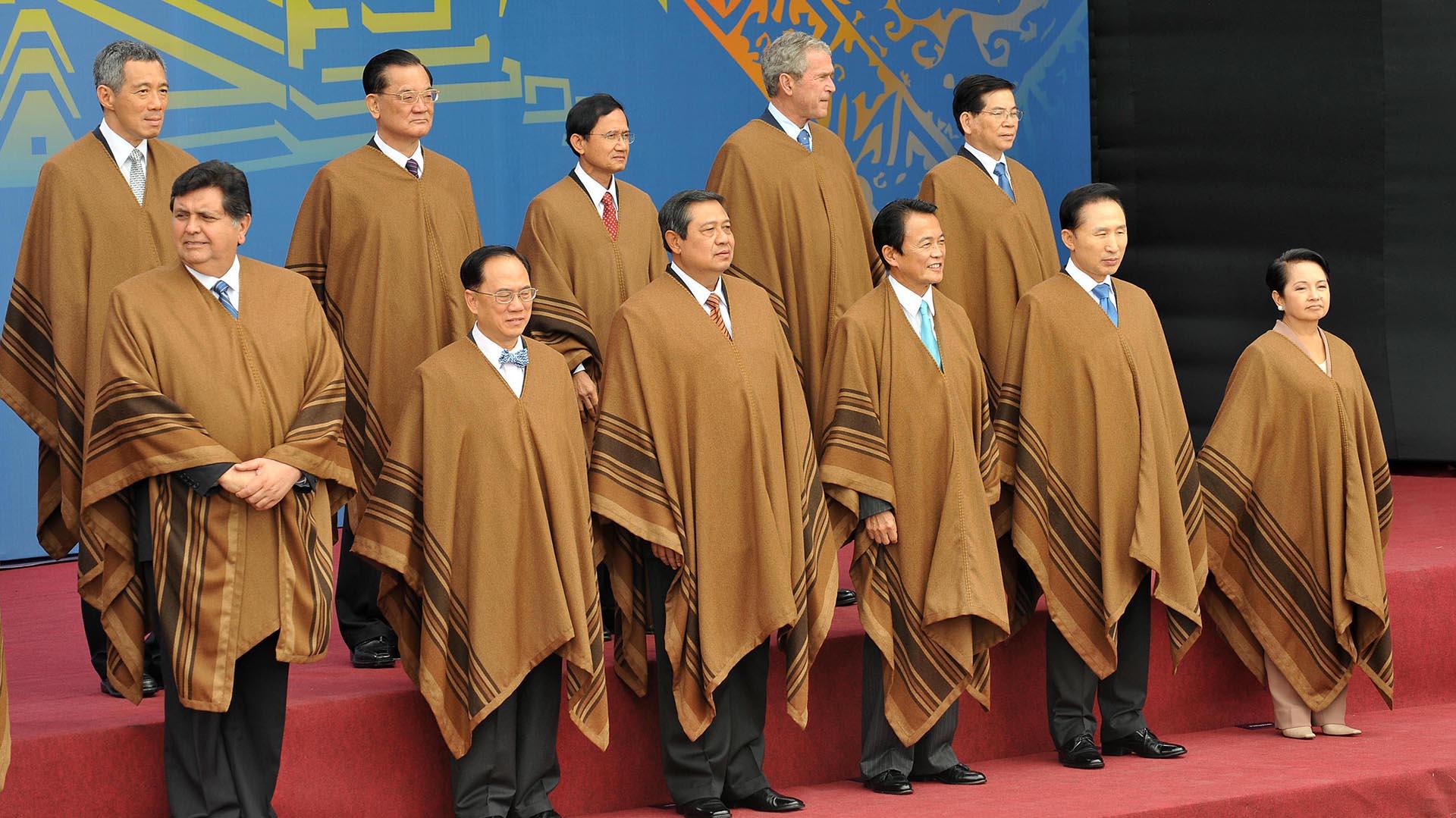 García también fue el anfitrión de una cumbre de la APEC, el Foro de Cooperación Asia-Pacífico, en 2008