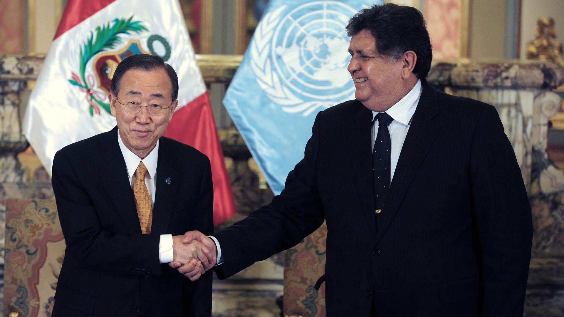 García junto a Ban Ki-Moon, por entonces secretario general de la ONU