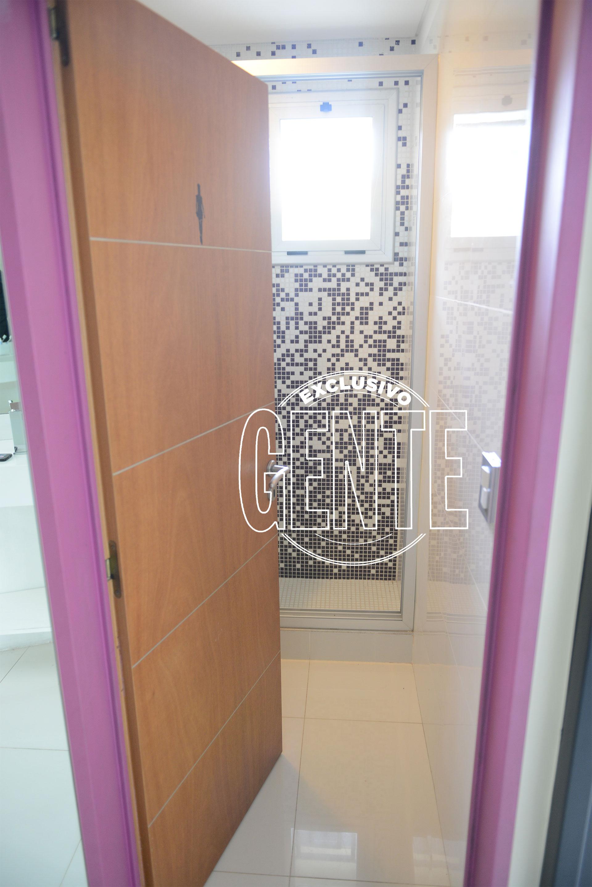 El baño de la suite del primer piso . Foto: Julio César Ruiz/GENTE