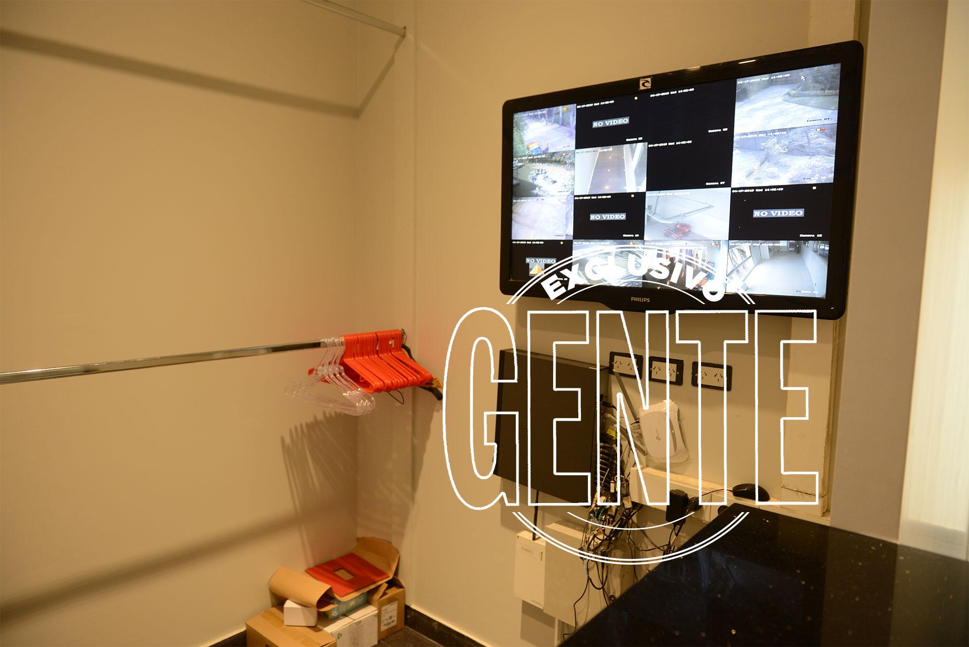 La pantalla con las cámaras de seguridad de Xanadú, en el guardarropas. Foto: Julio César Ruiz/GENTE