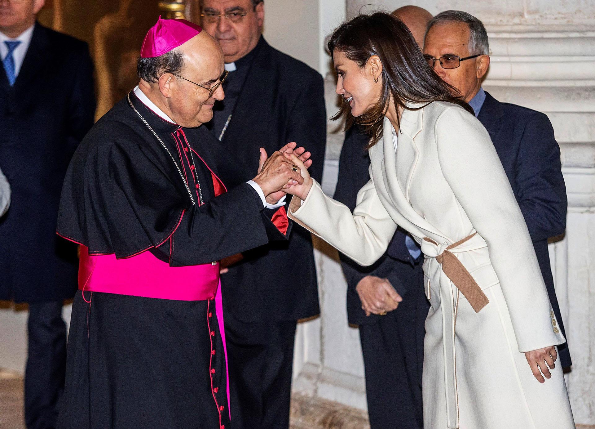 La monarca conoció las obras que se exhiben en dos de las tres sedes que acogen la exposición, la iglesia de San Pedro y el monasterio de la Ascensión