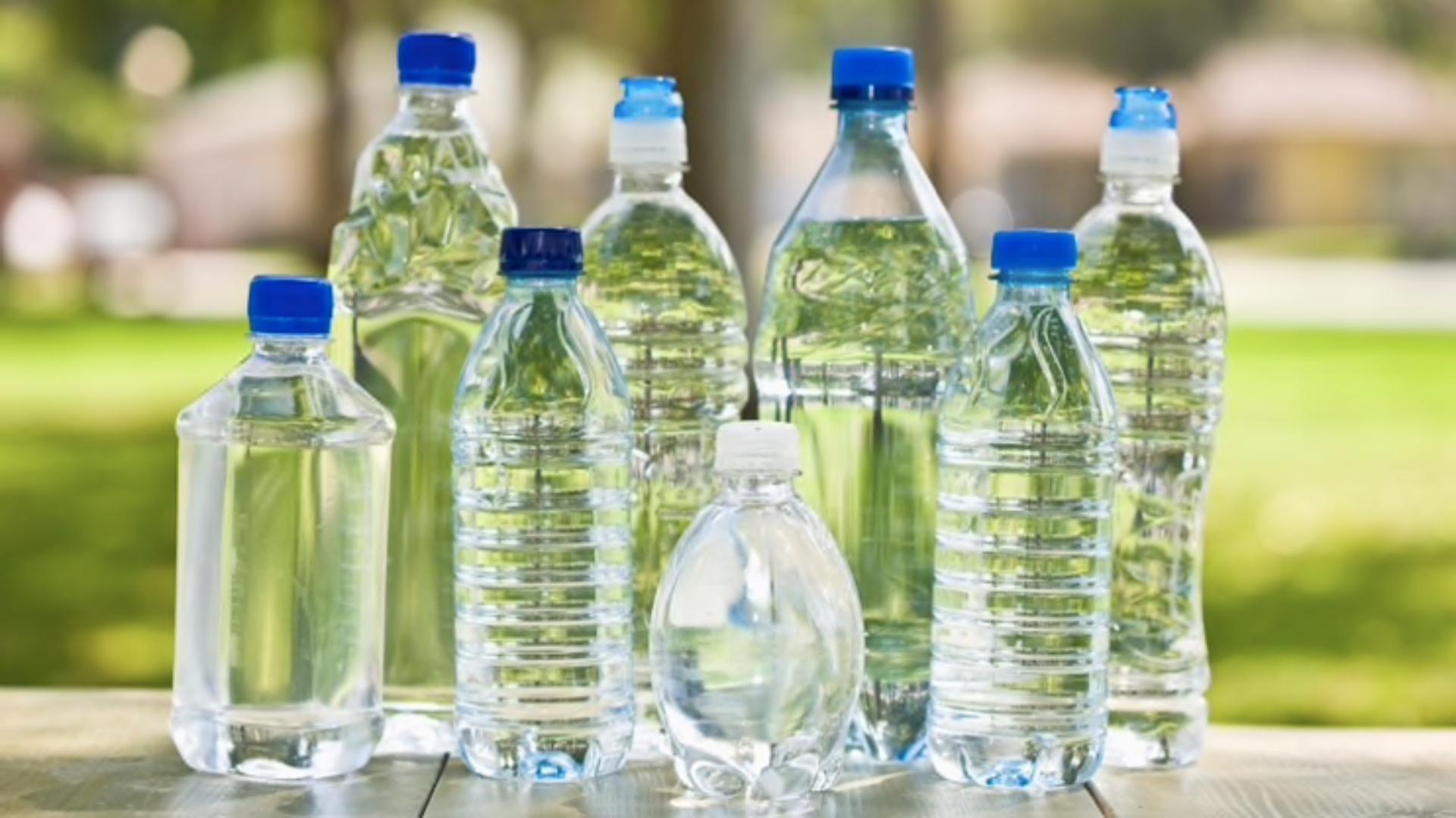 Un estudio confirmó alarmantes cantidades de arsénico en algunas botellas de agua (Foto: iStock)