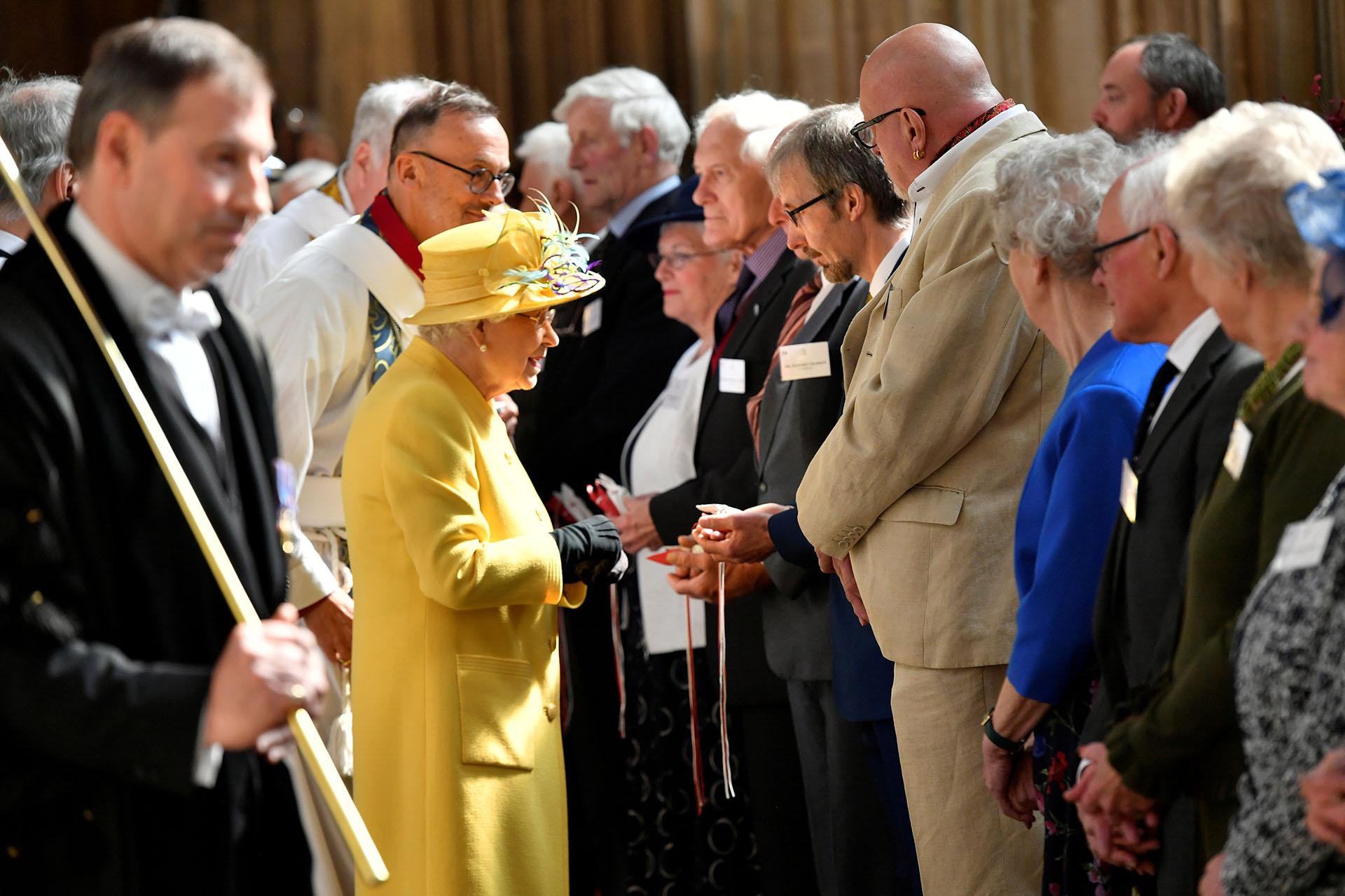 A punto de cumplir 93 años, la monarca asistió al servicio religioso que se llevó a cabo en la capilla de San Jorge, en Windsor