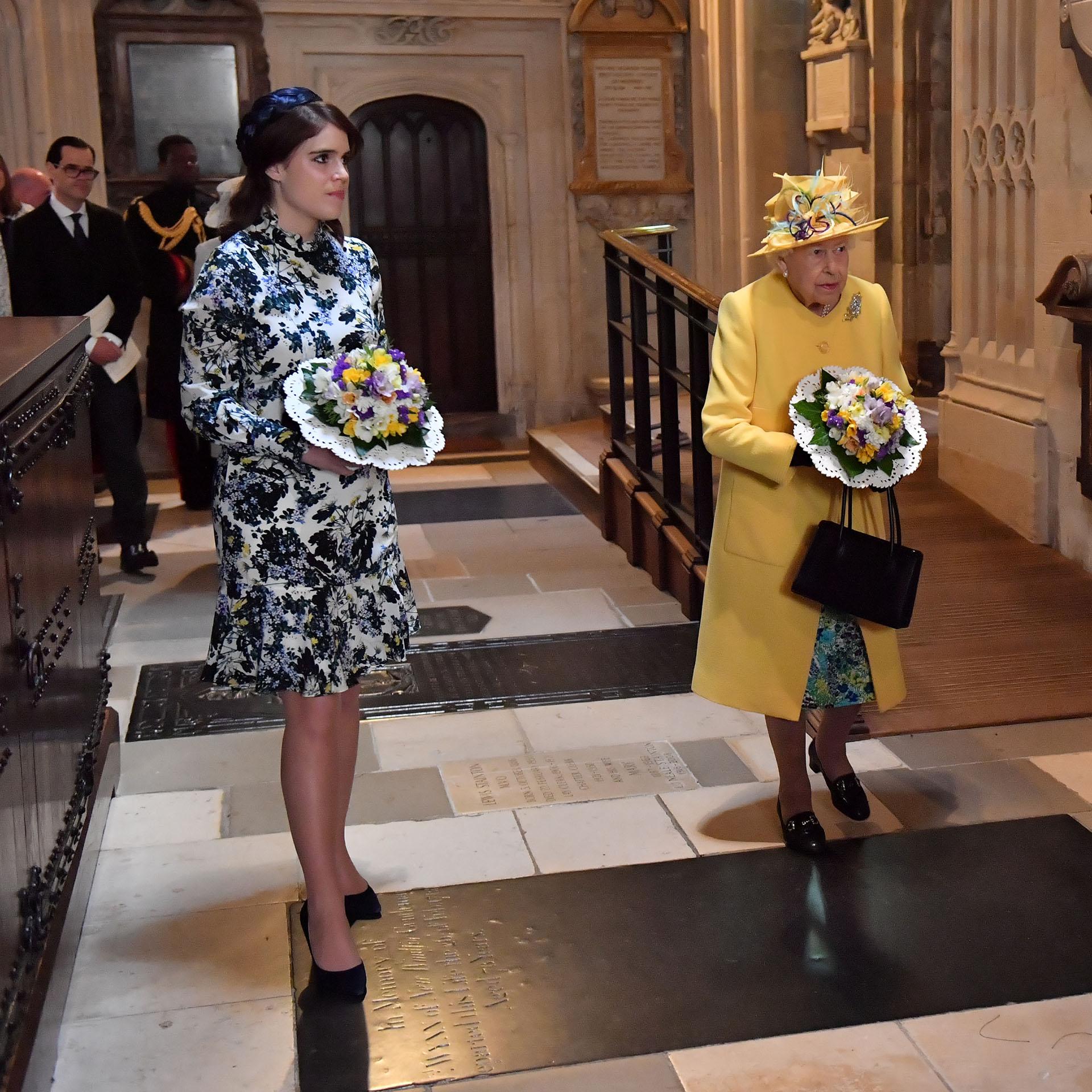 La reina asistió en compañía de su nieta, la princesa Eugenia de York, hija del príncipe Andrés