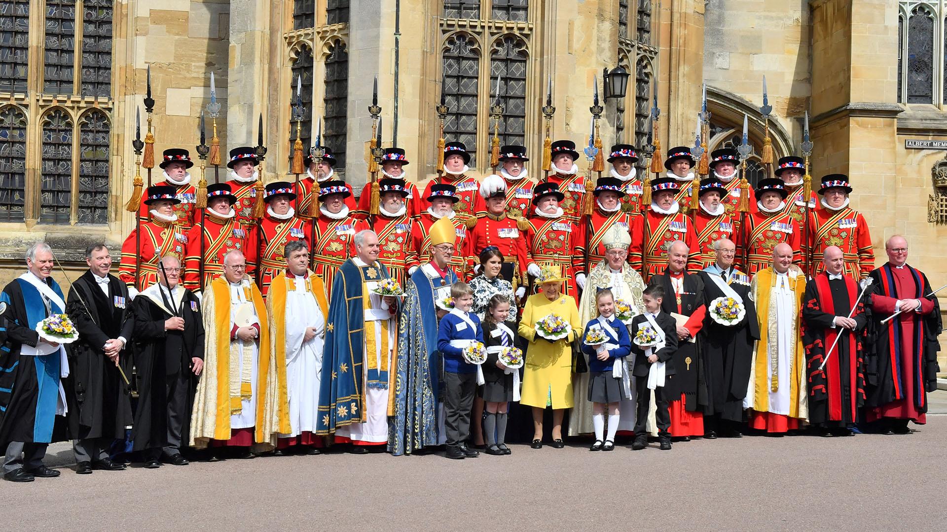 La reina eligió un look monocromo amarillo