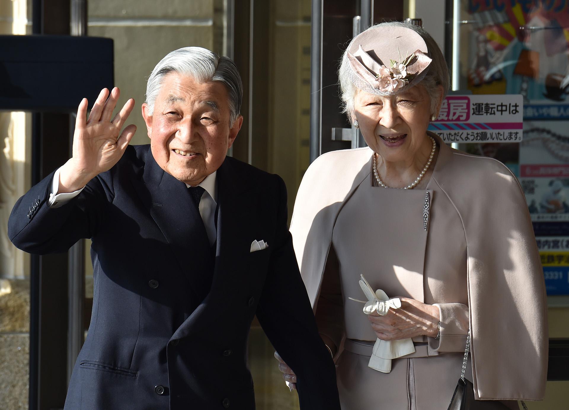 Está previsto que Akihito visite la tumba de su predecesor en el mausoleo imperial de Musashino, en las afueras de Tokio, entre otros actos oficiales en los que participará hasta celebrar su última audiencia como emperador ante representantes políticos