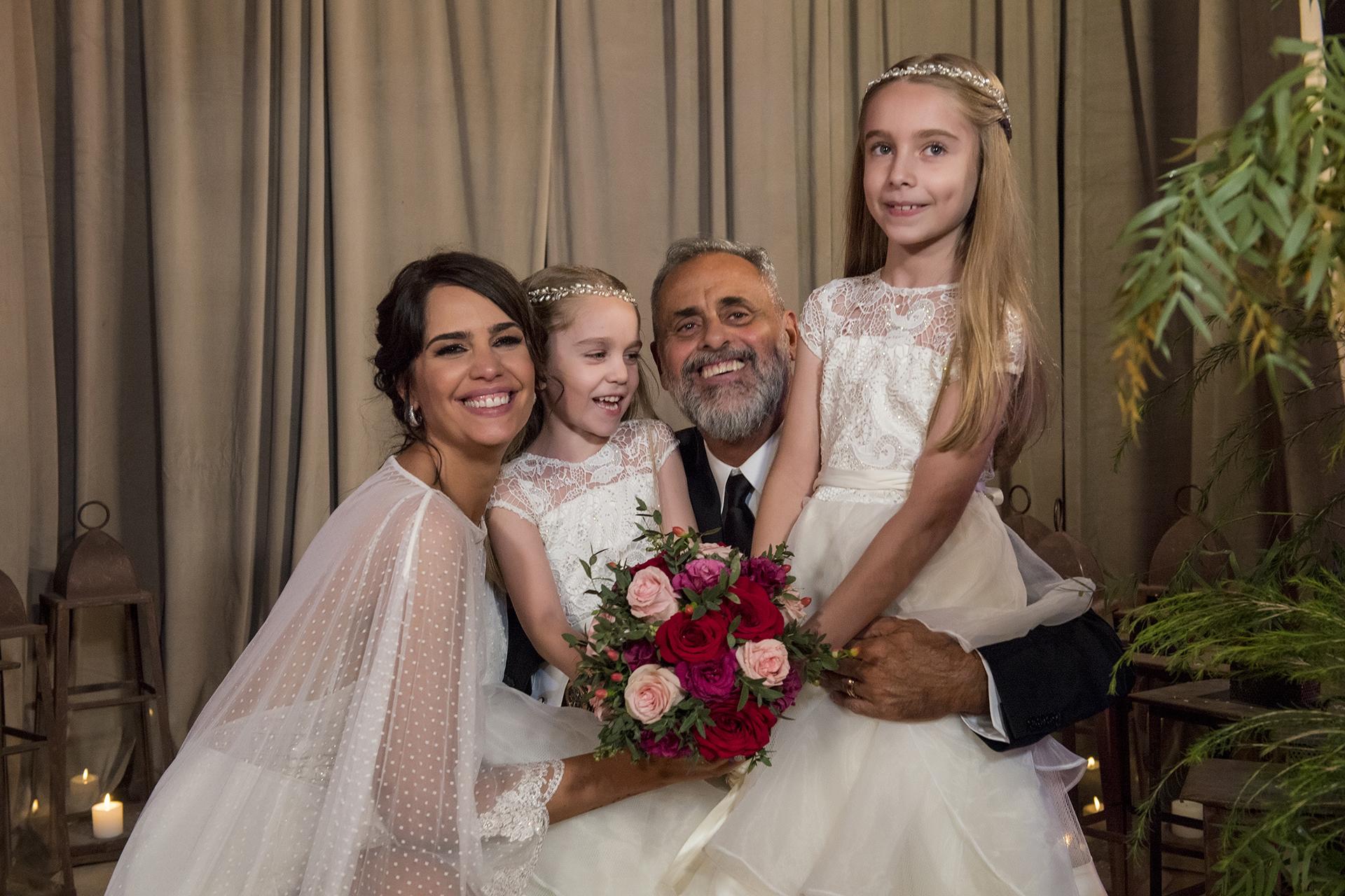 (Los tuyos…) Romina y Rial, con las hijas de la novia