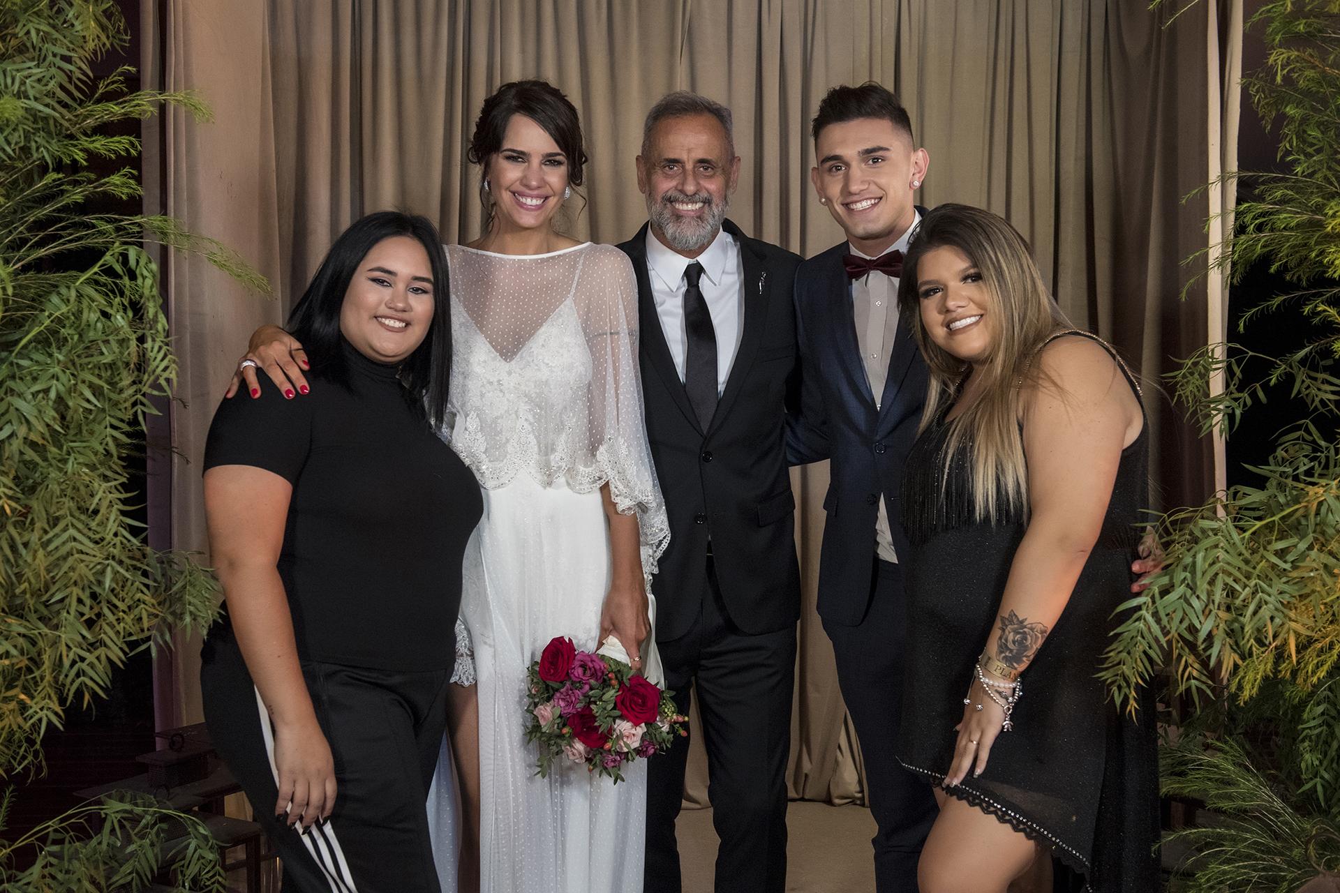 (Los míos…) Con Rocío, Morena y su pareja, el futbolista Facundo Ambrosioni