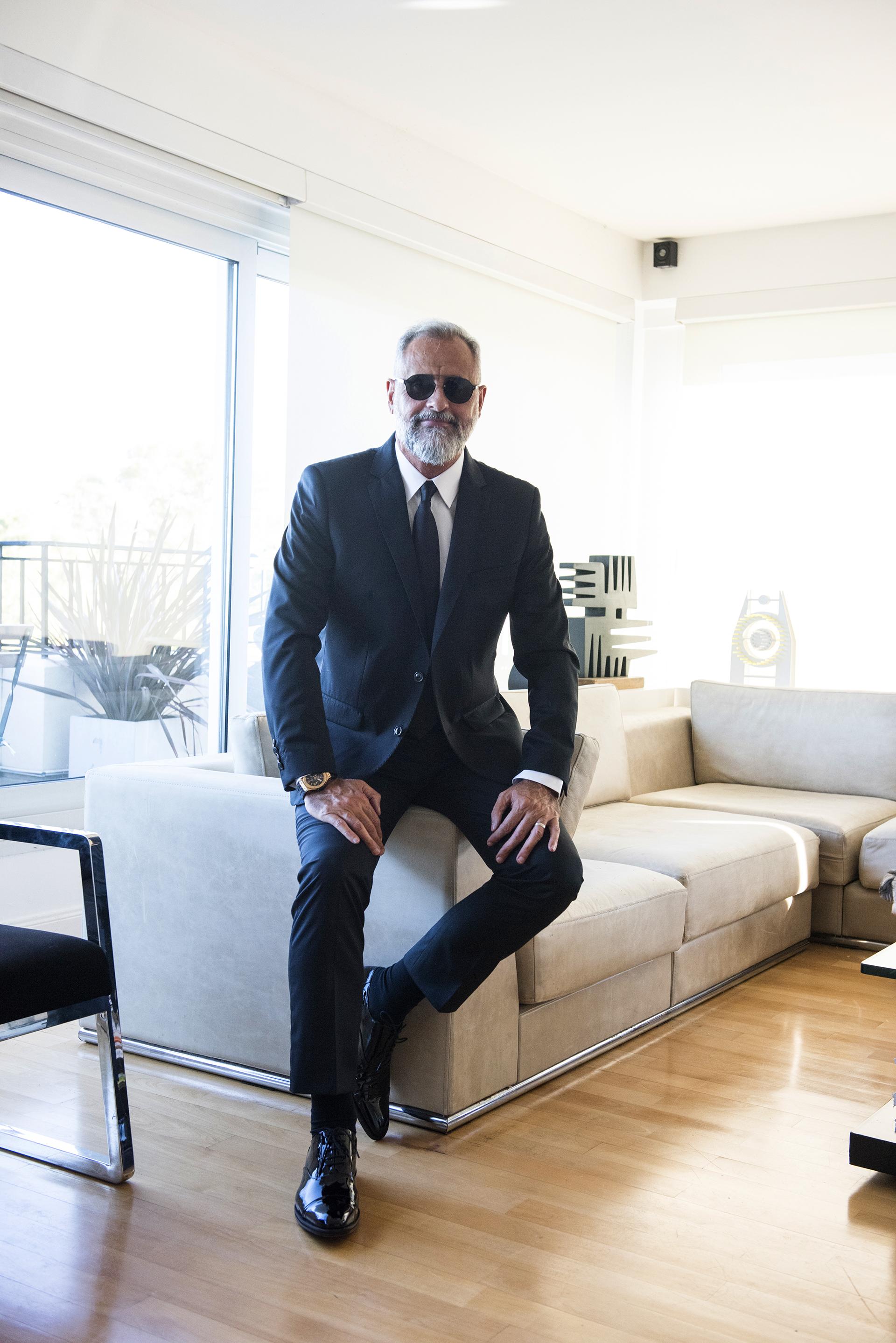 Men in black: Rial en su departamento, listo para ir a su casamiento