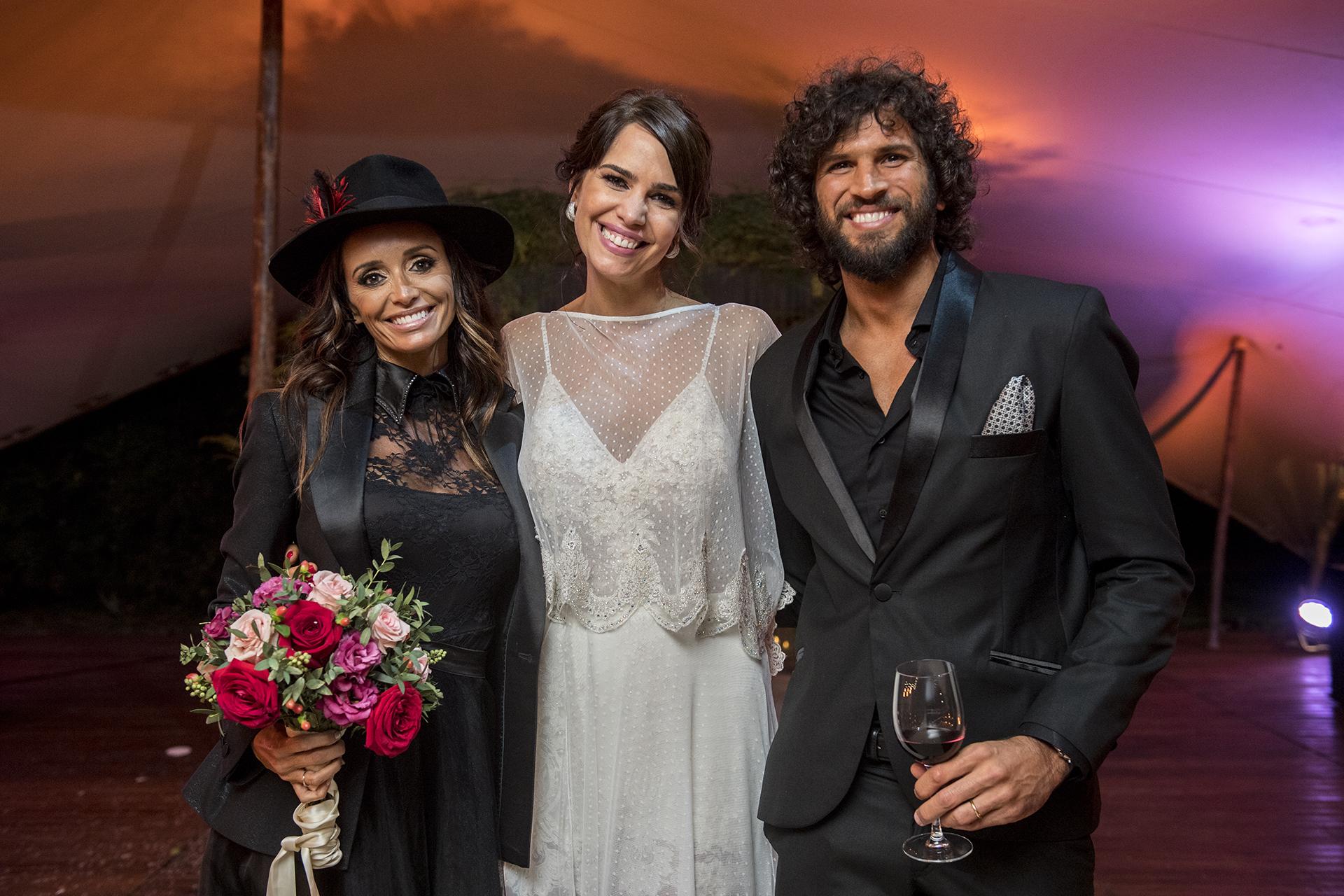 Novias… ¡recién casadas! Porque esta foto es de la fiesta de Romina, claro; pero Paz Cornú también dio el sí (con Diego Orden) esta misma semana, y con Pereiro y Rial entre los invitados