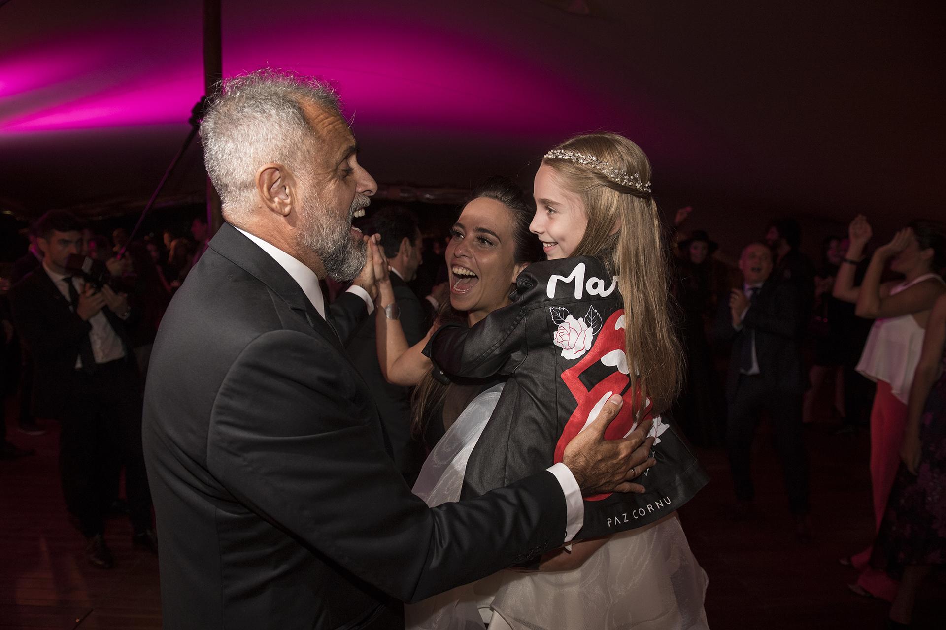 El periodista con Violeta, una de las hijas de su esposa