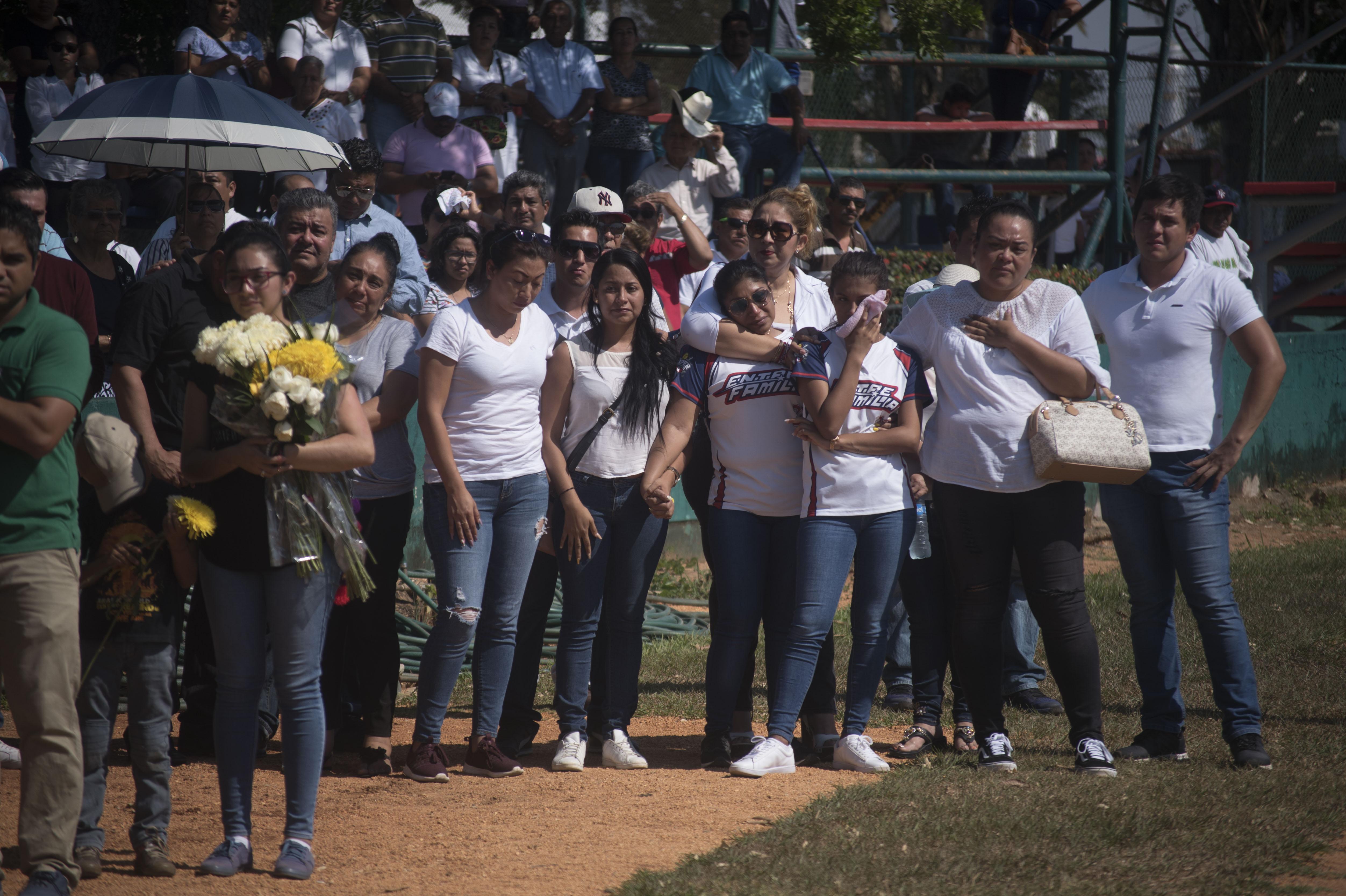 Familiares y amigos repitieron el juramento de béisbol durante el último adiós en el Beto Ávila (Foto: Cuarto Oscuro)