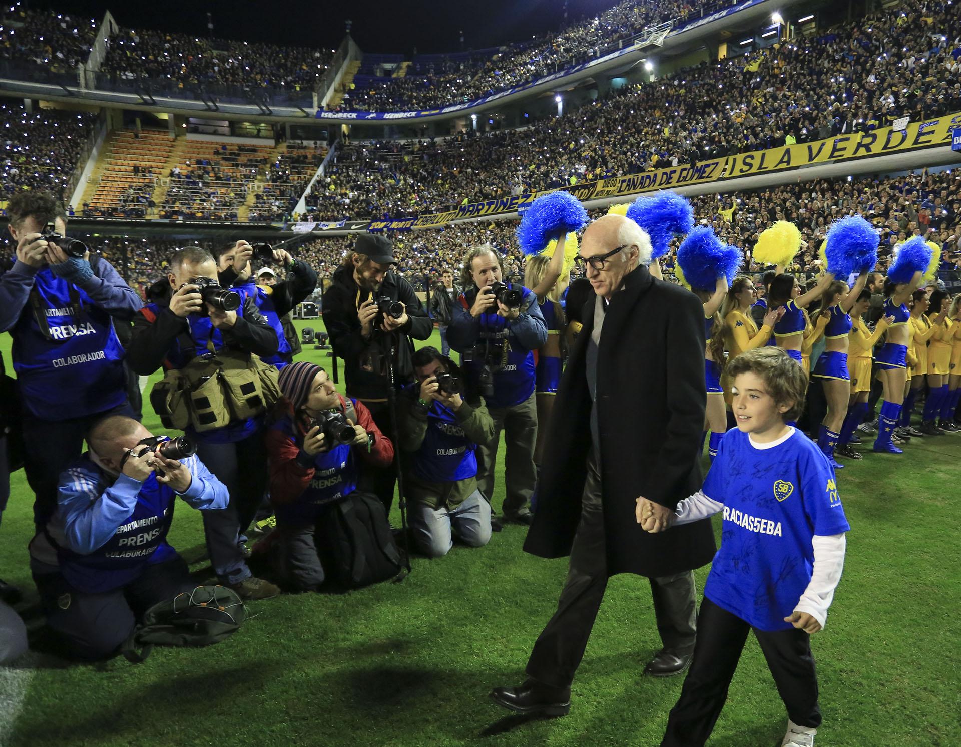"""Bianchi, vitoreado en el partido homenaje a Sebastián Battaglia. Su último paso por el """"Xeneize"""" fue en la temporada 2013/2014"""