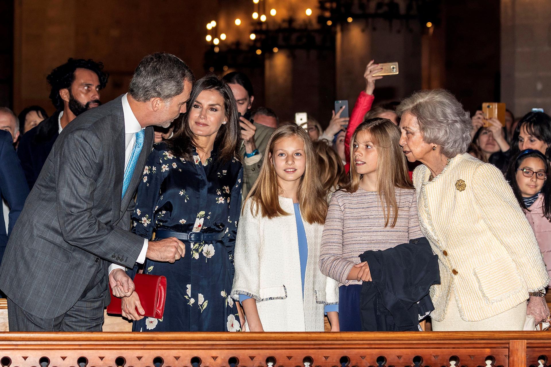La familia real española durante la ceremonia religiosa