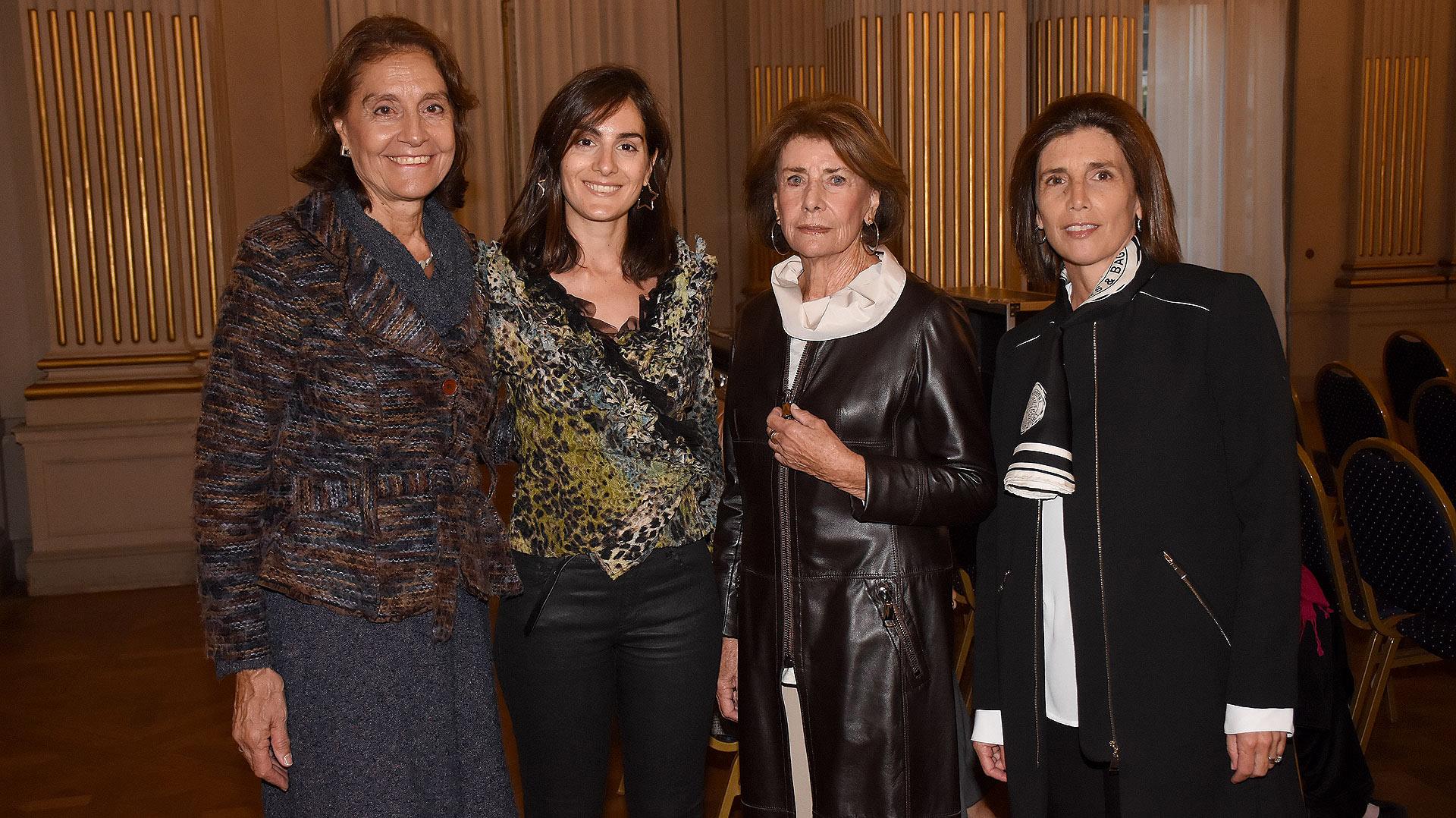 Raquel y Sofía Pinto junto a Delia Marcaida y Verónica Balbiani