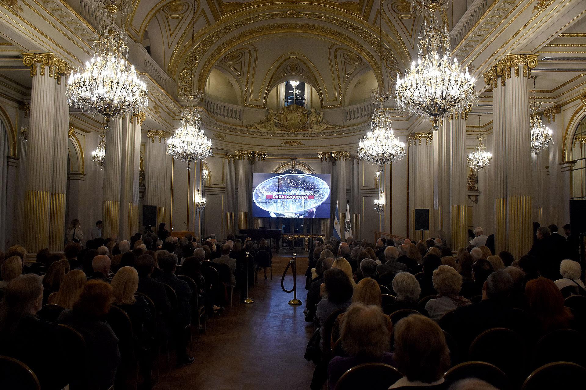 La Fundación Teatro Colón fue creada por un grupo de entusiastas amantes de la música y el arte