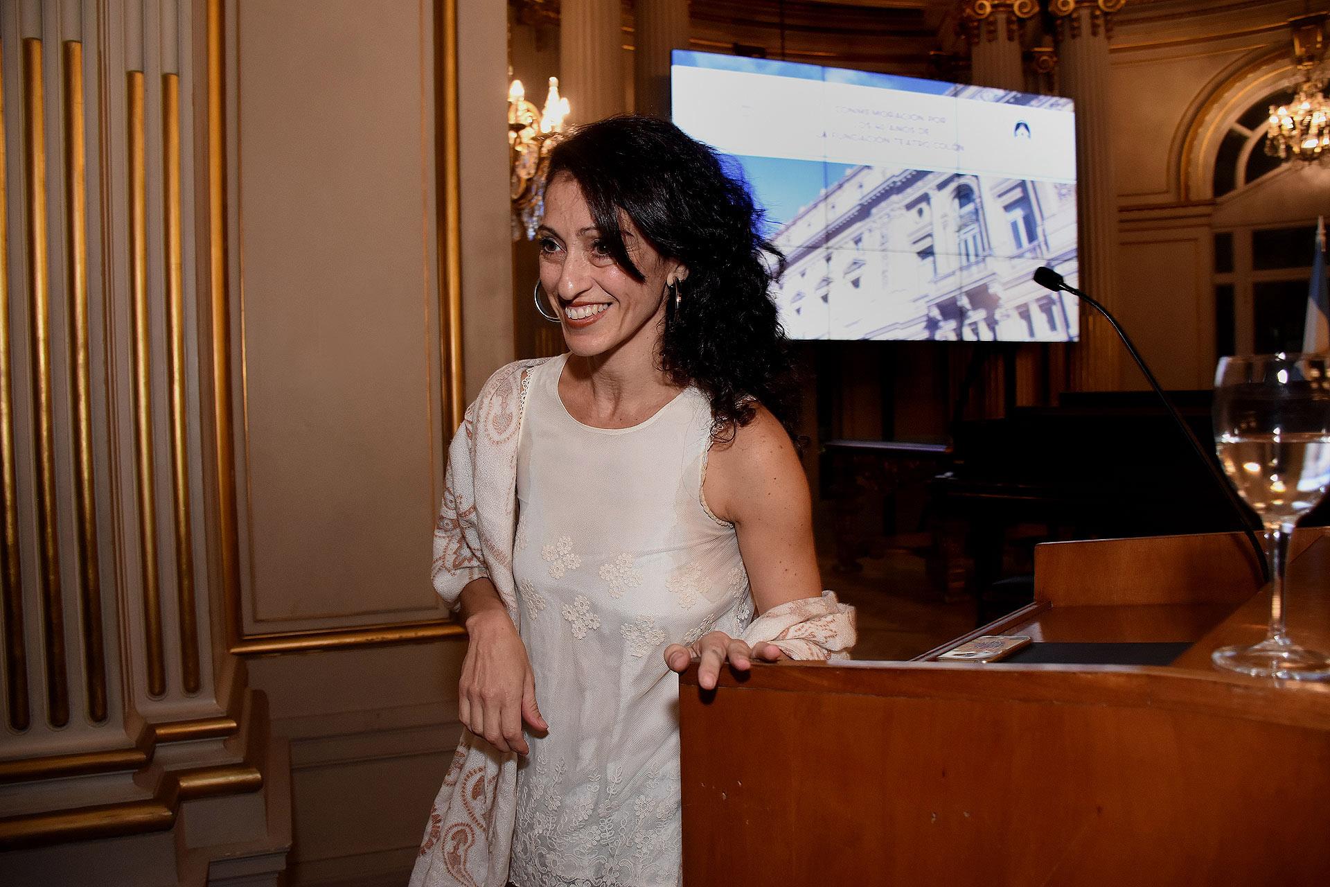 La bailarina Karina Olmedo, ex becaria de la Fundación Teatro Colón