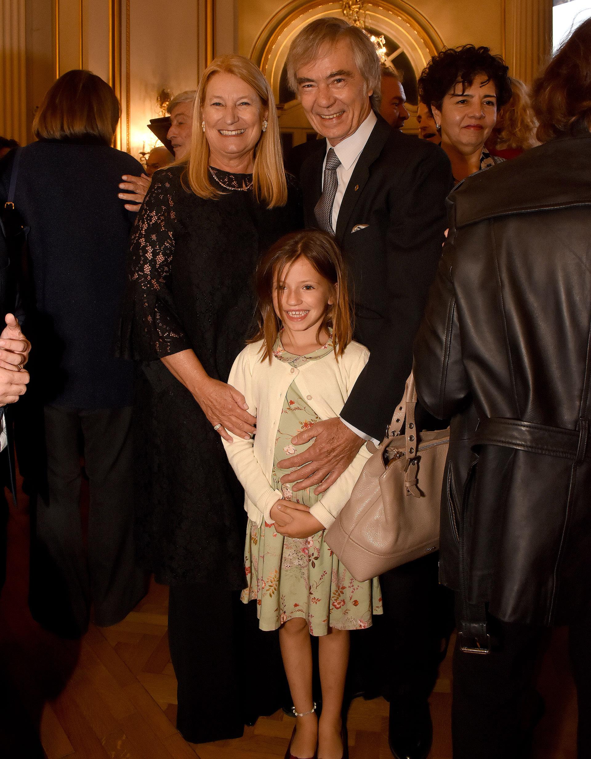María Taquini de Blaquier y Charlie Blaquier junto a su nieta Tini