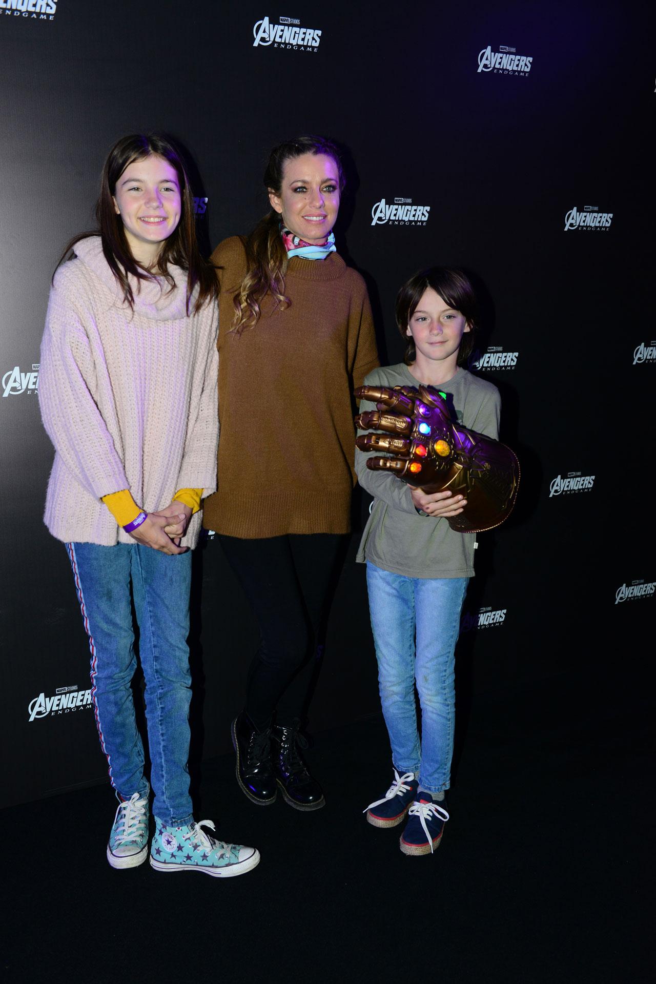 Geraldine Neumann con sus hijos Helena y Matías.