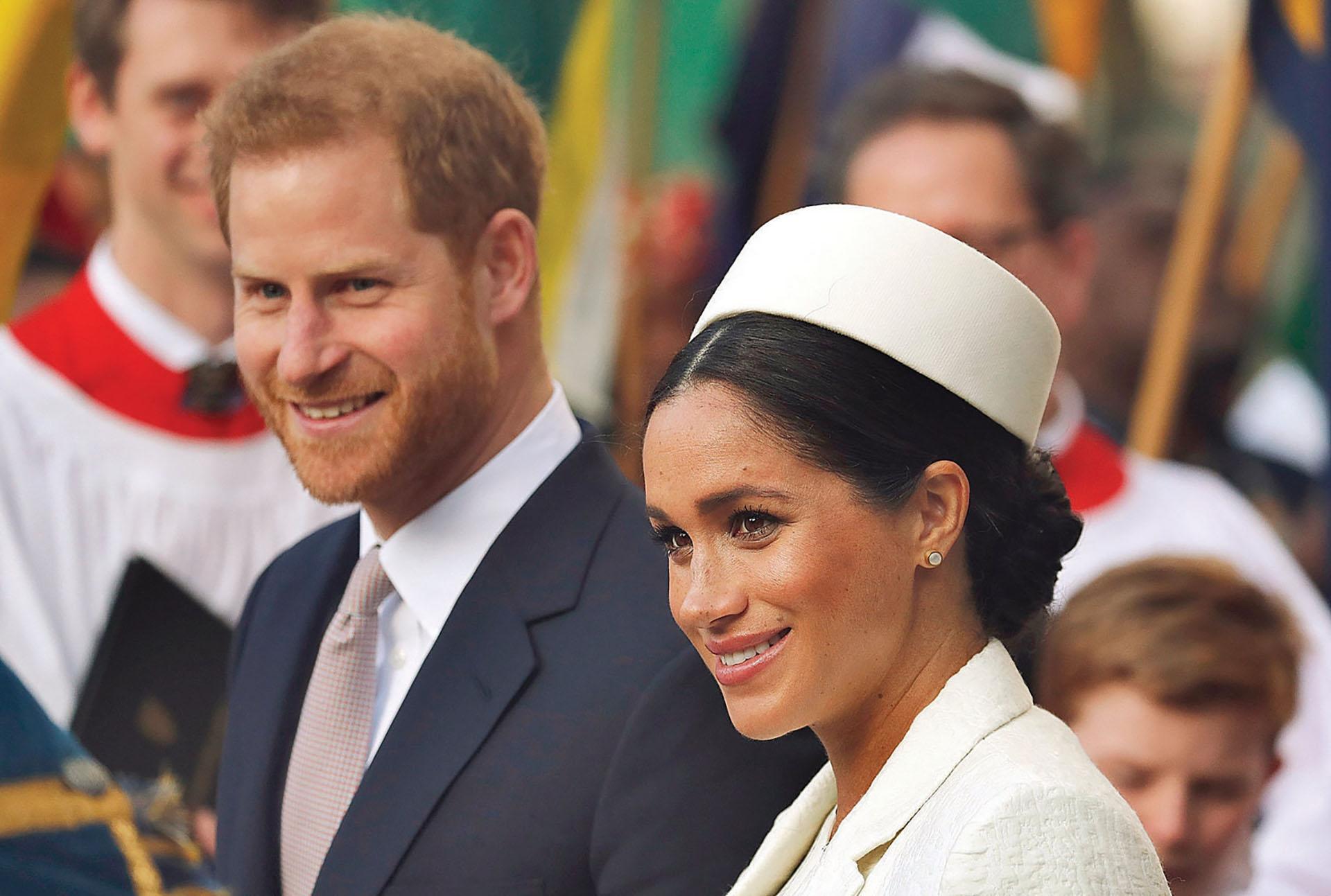 El prínicipe Harry prometió que en los próximos días mostrarán al bebé