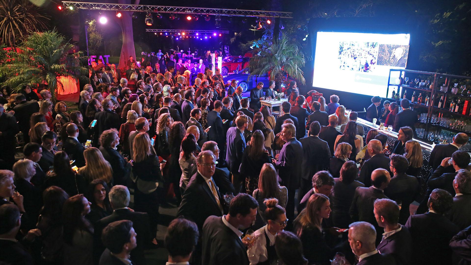 Durante el evento, los asistentes pudieron disfrutar de un número de piezas musicales ejecutadas por la banda del Ejército de Salvación y de una selección de música británica a cargo del DJ Maxi Martina, que conduce The Selector, el programa de radio semanal del British Council. Asimismo, pudieron escuchar a Jenny Moule, una cantante británica que vive en Buenos Aires