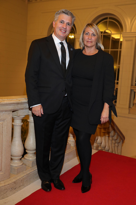 Marcelo Scaglione, representante de la Argentina ante la OCDE, y su mujer