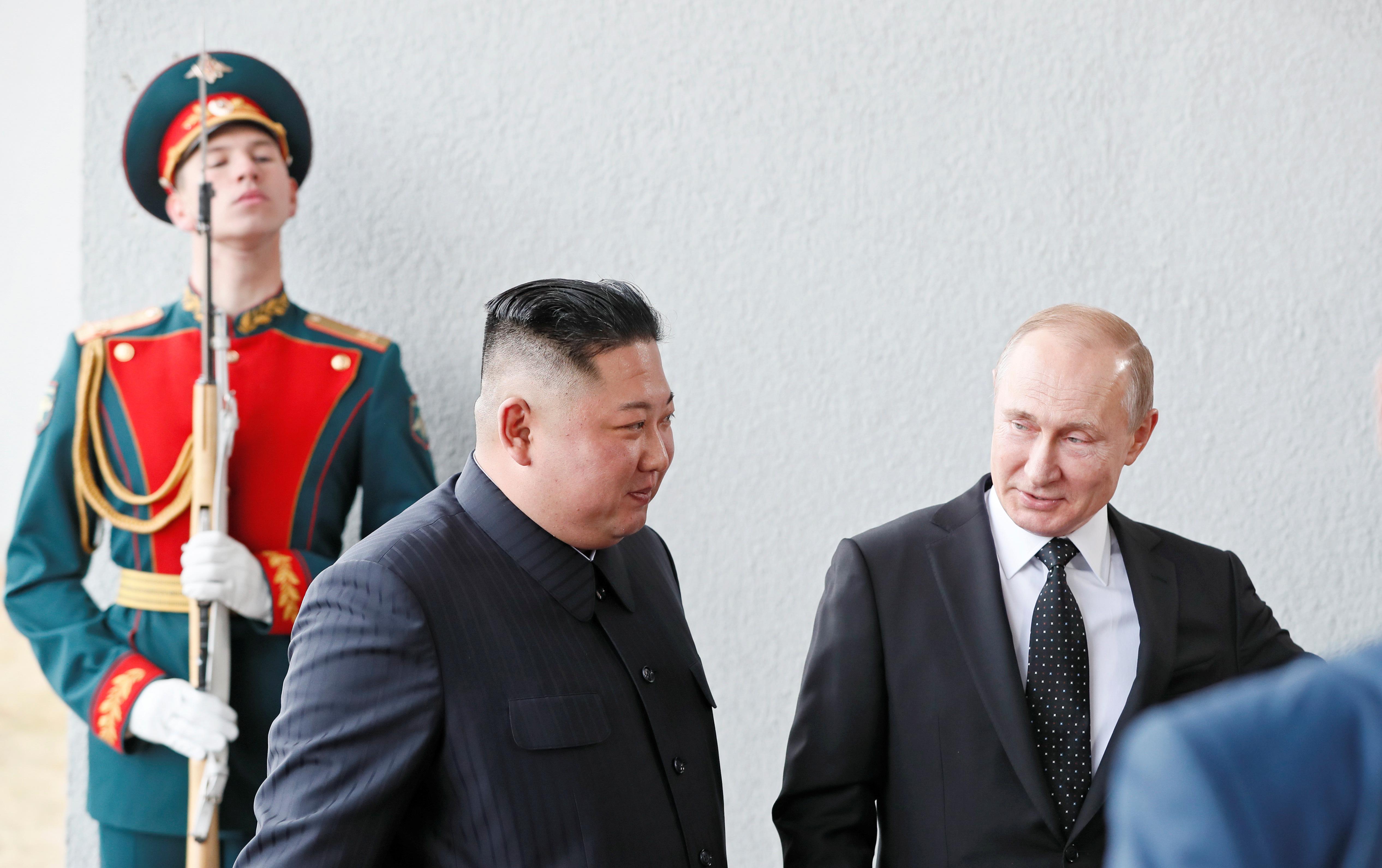 Vladimir Putin y Kim Jong-un Vladivostok. (REUTERS/Shamil Zhumatov)