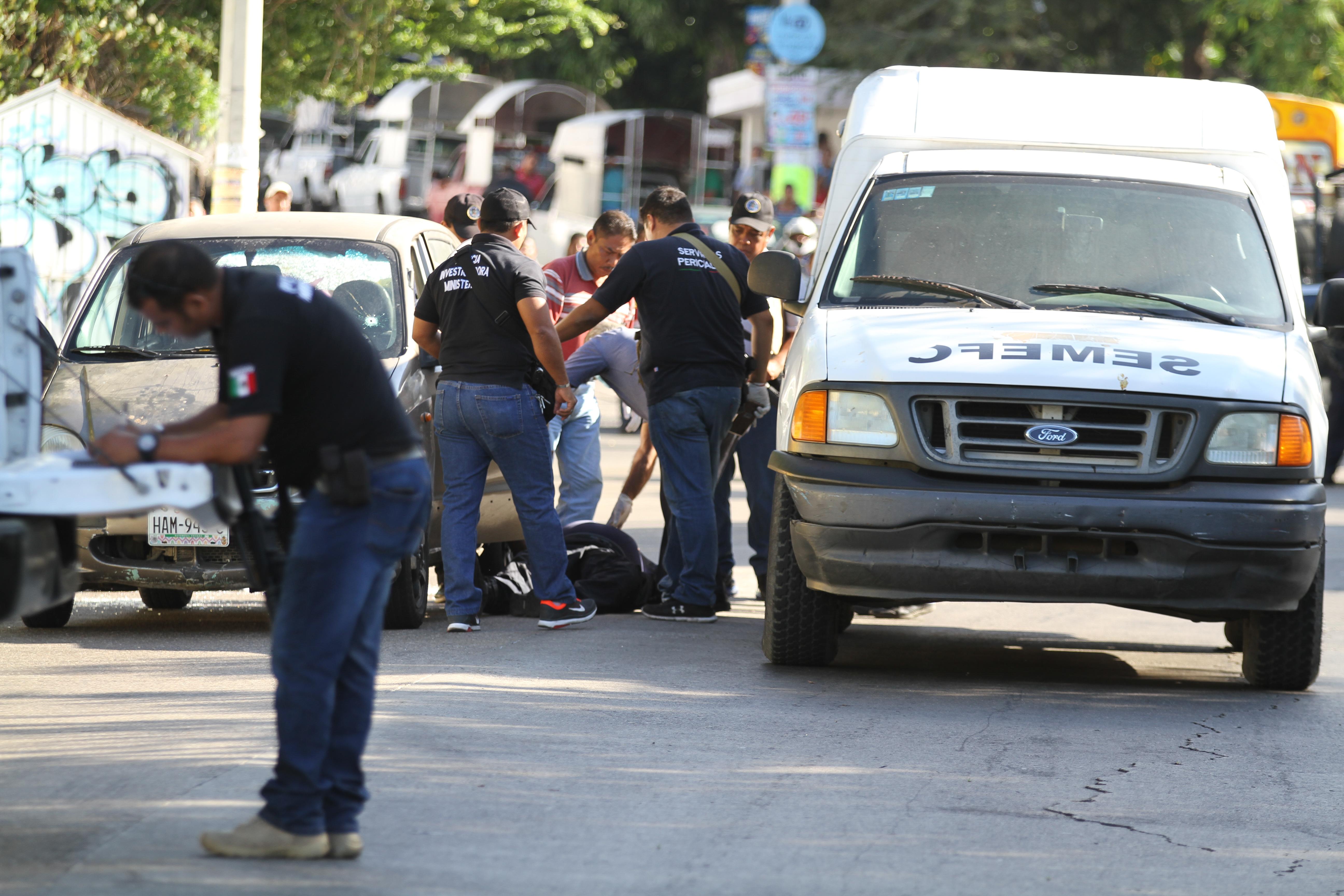 La ola de violencia en Guerrero ha contribuido a que más cuerpos se apilen en los Semefos (Foto: BERNANDINO HERNÁNDEZ /CUARTOSCURO)