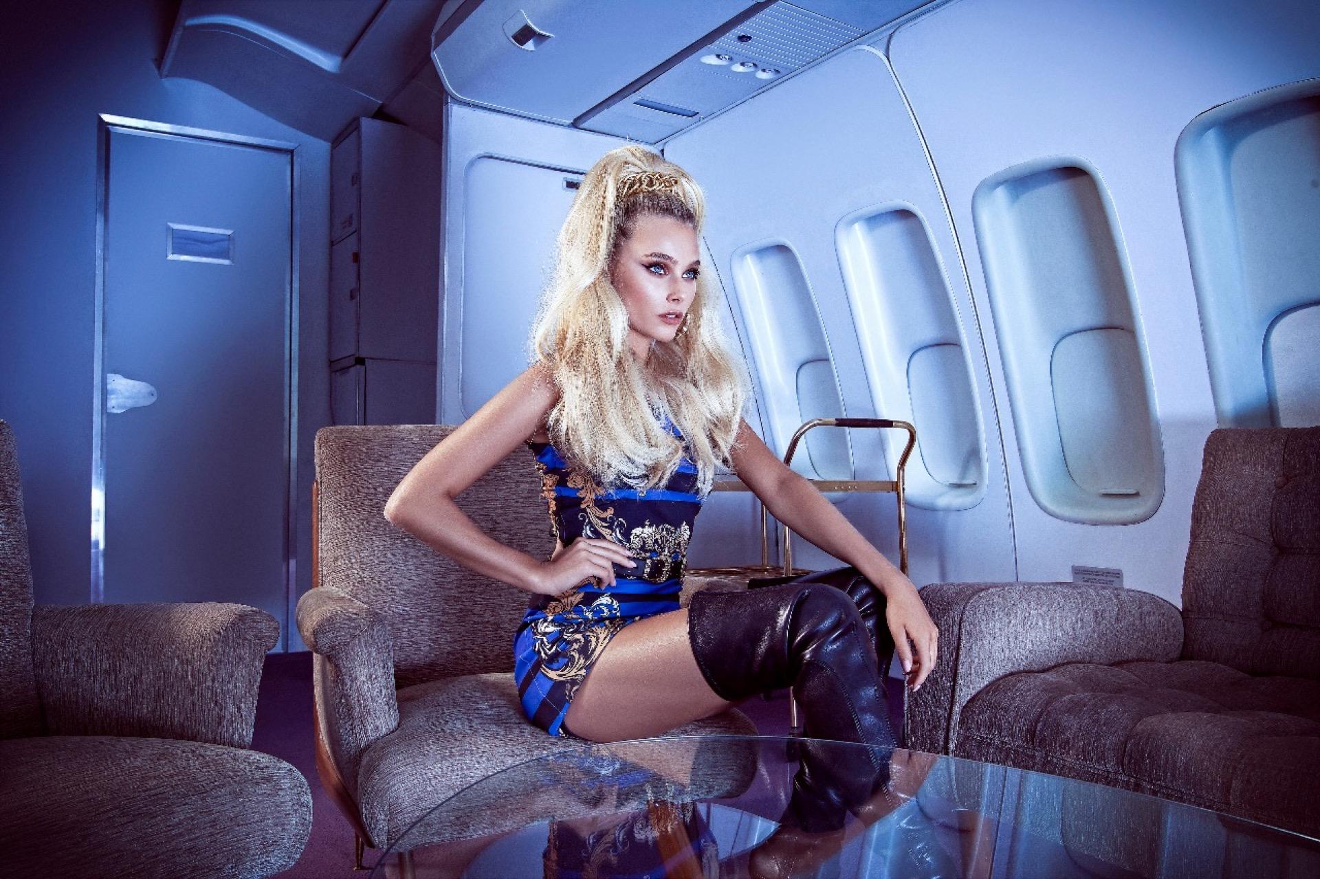Las fotos se tomaron en el estudio de Machado Cicala donde se montó el interior de un avión como escenografía.