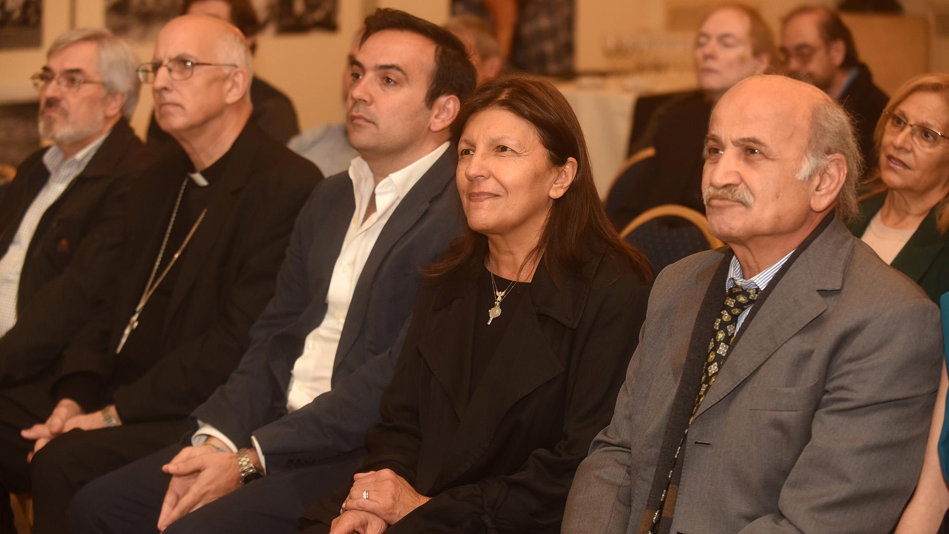 Los padres de Nínawa Daher, Alicia y Ghandour, en la primera fila de la inauguración de la muestra