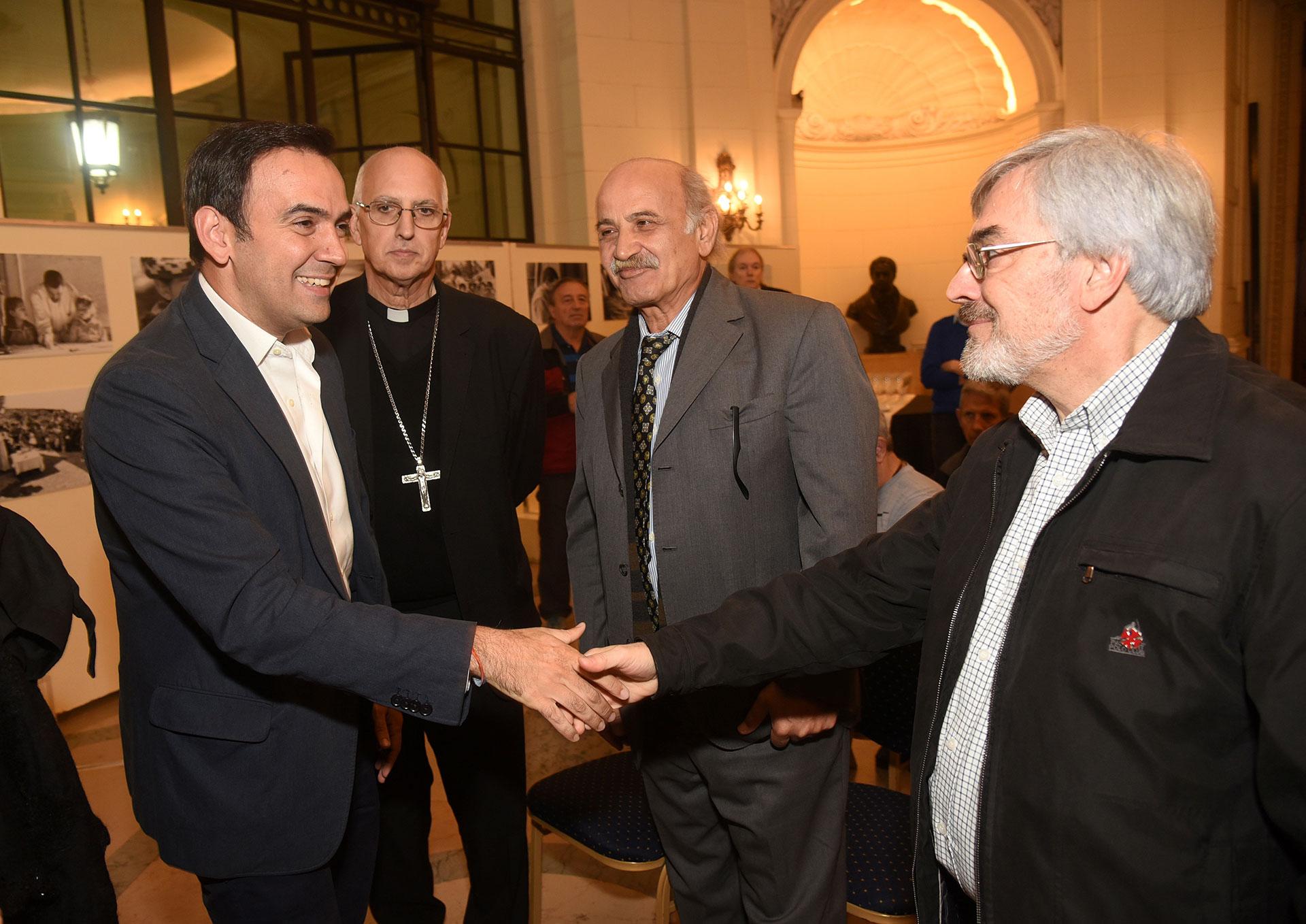 El Padre Felipe El Khazen; el diputado Francisco Quintana; Monseñor Santiago Olivera y Ghandour Daher, autoridad de la Fundación Nínawa Daher y padre de Nínawa