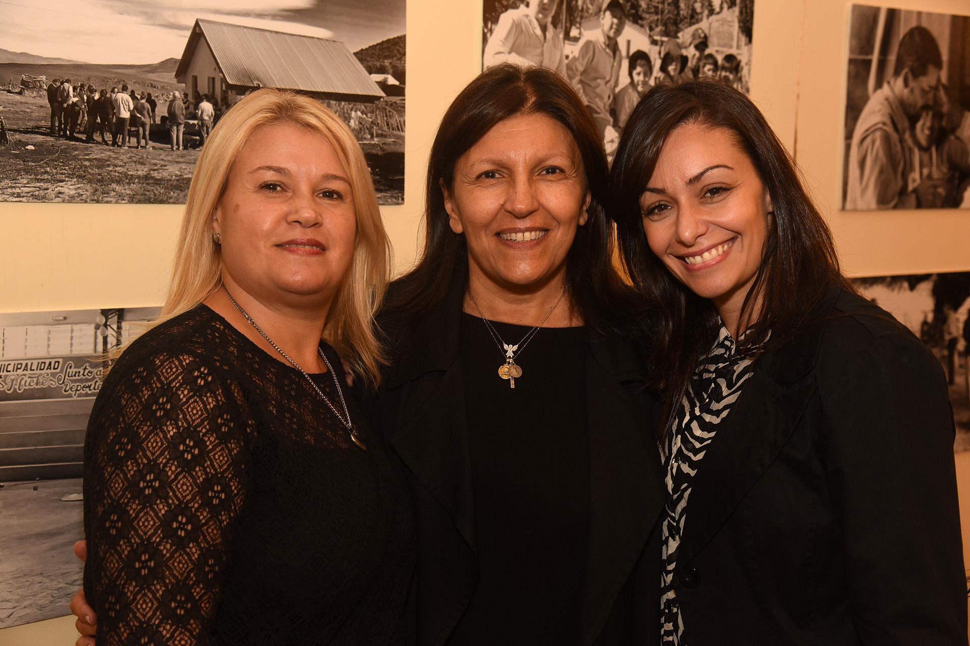Alicia Daher junto a integrantes de la Fundación Nínawa Daher