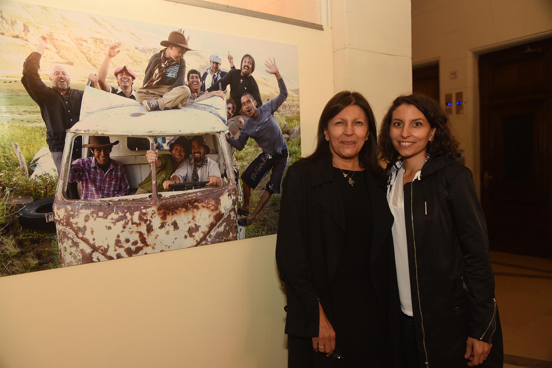 Alicia Daher y su hija Sumaia, cantante y música. Por el contenido comunicacional de la muestra que fue expuesta por la Fundación Nínawa Daher en el Centro Cultural Borges, en Agosto de 2018, la Legislatura de la Ciudad de Buenos Aires consideró que el mensaje merecía estar en su hall de honor