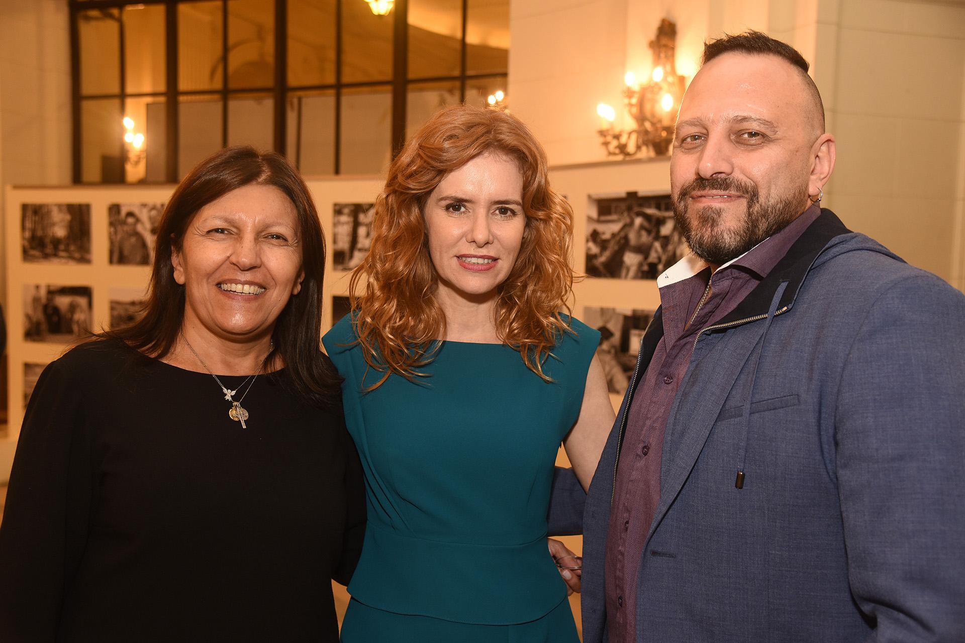 Alicia Daher junto a Karina El Azem y Diego Palacios