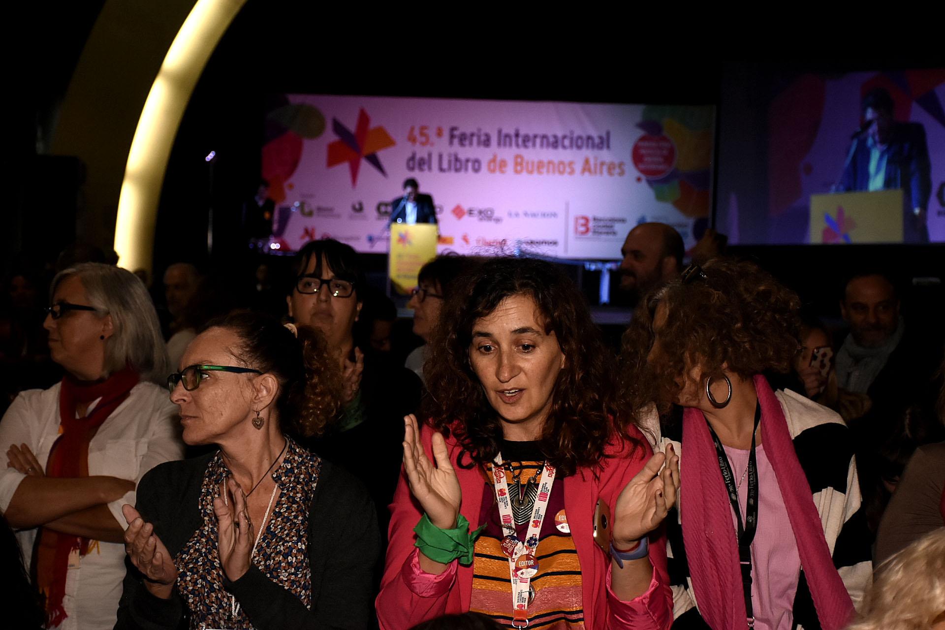 El público de la sala, de espaldas a Avelluto (Nicolás Stulberg)