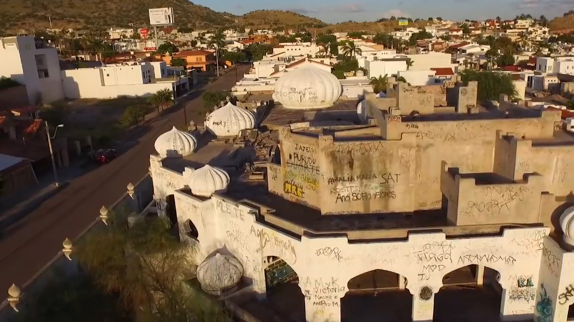 """El increíble palacio de """"Las mil y una noches"""" del """"Señor de los Cielos"""",  el narco que le robó a Pablo Escobar - Infobae"""