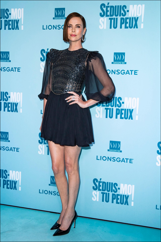 """Charlize Theronen la avant première de """"Long Shot"""", en París."""