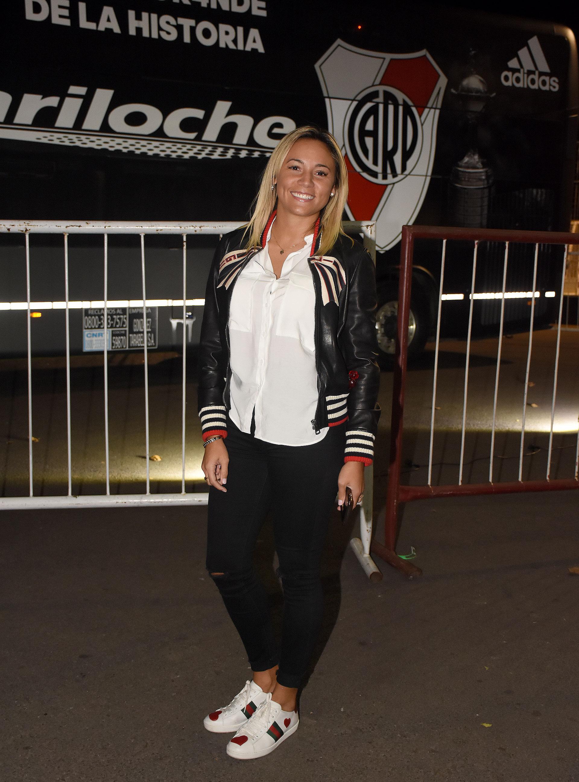 Rocío Oliva, ex pareja de Diego Maradona, también se acercó a vibrar con su pasión: River Plate