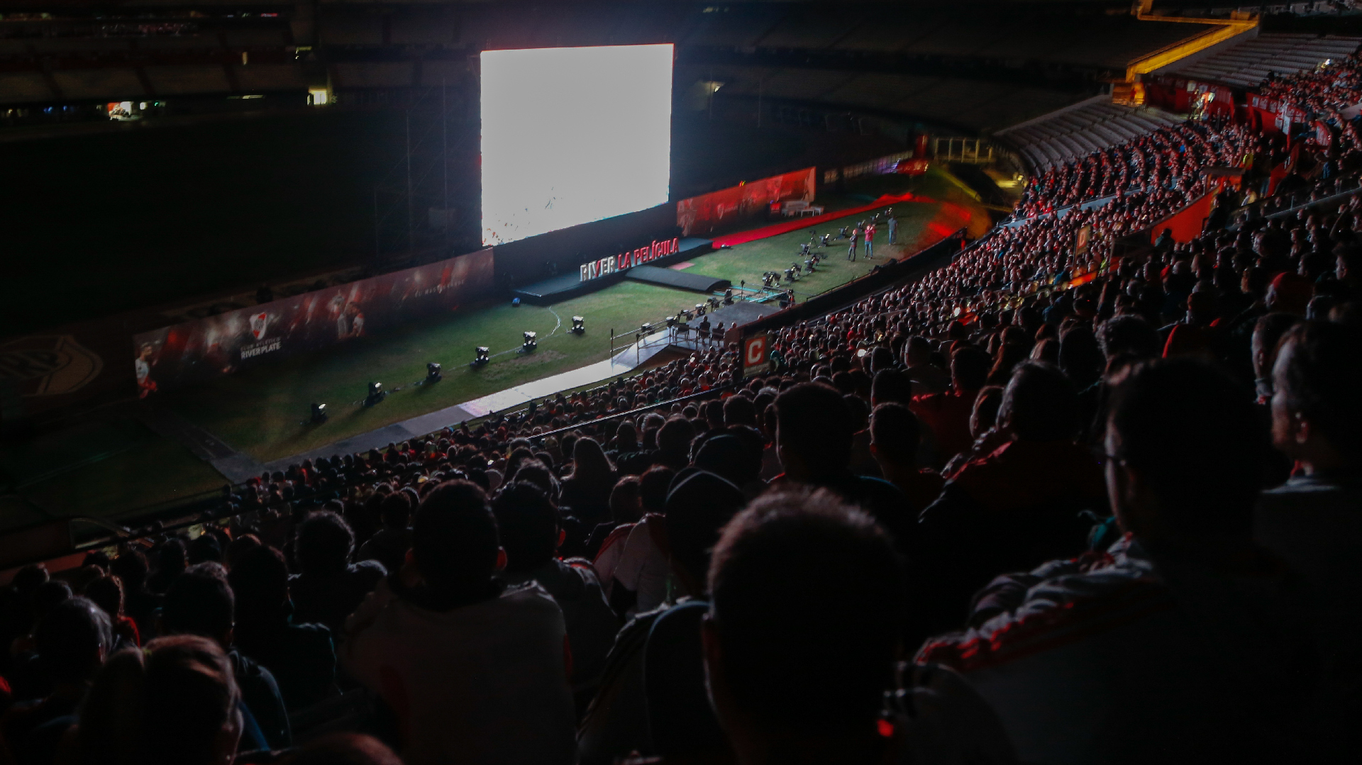 Los 4.000 presentes vibran con la película en el mismo estadio en el que cosecharon emociones gracias a River