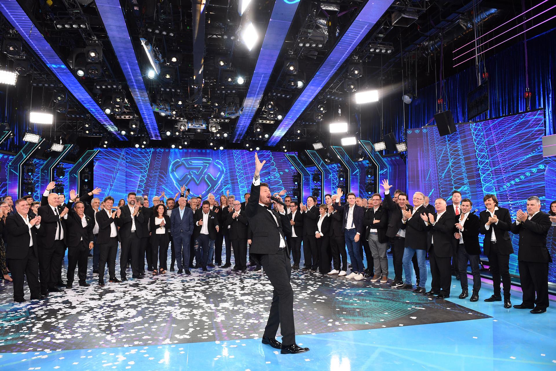 Los aplausos de gran parte de quienes lo acompañaron a lo largo de estas tres décadas coronaron la presentación de una nueva temporada de ShowMatch