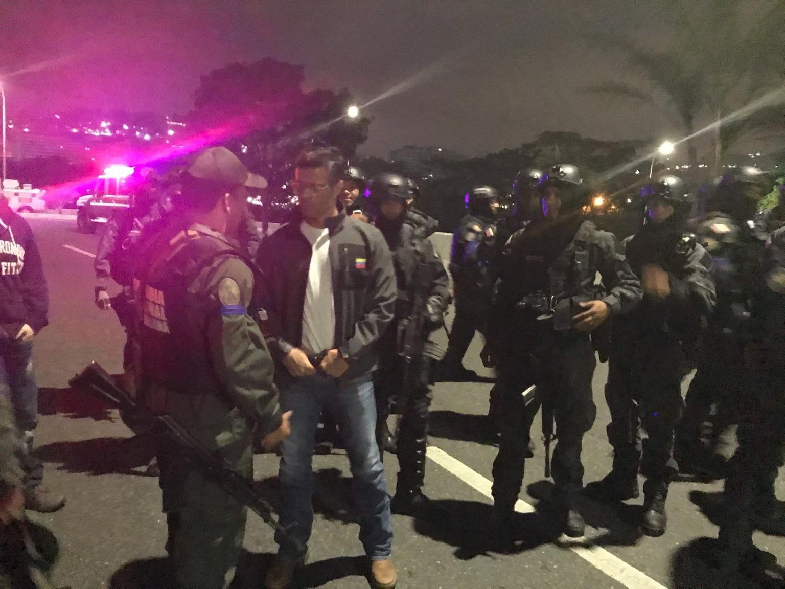 Un grupo de las Fuerzas Armadas bajo el mando de Juan Guaidó liberó al líder opositor Leopoldo Lopez.