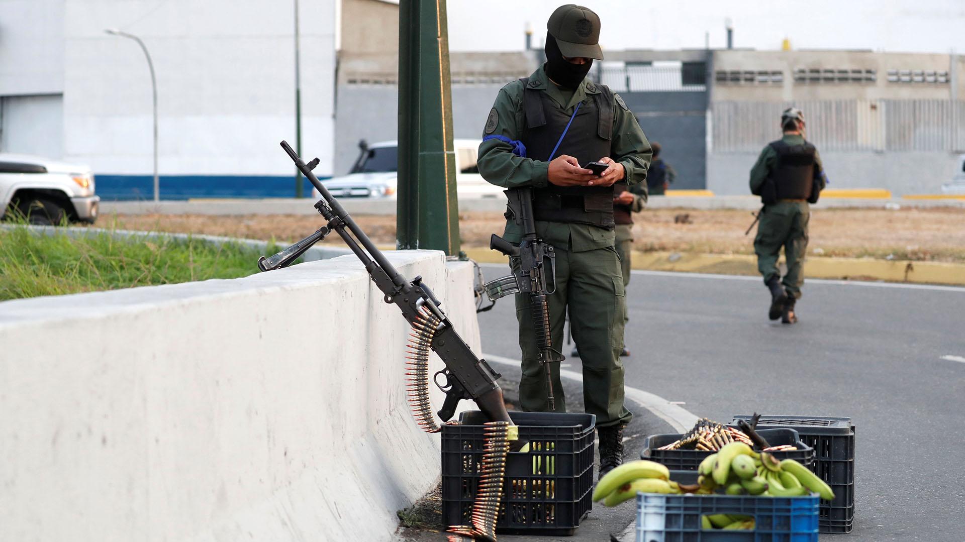 El abastecimiento de los militares que apoyan a Juan Guaidó.