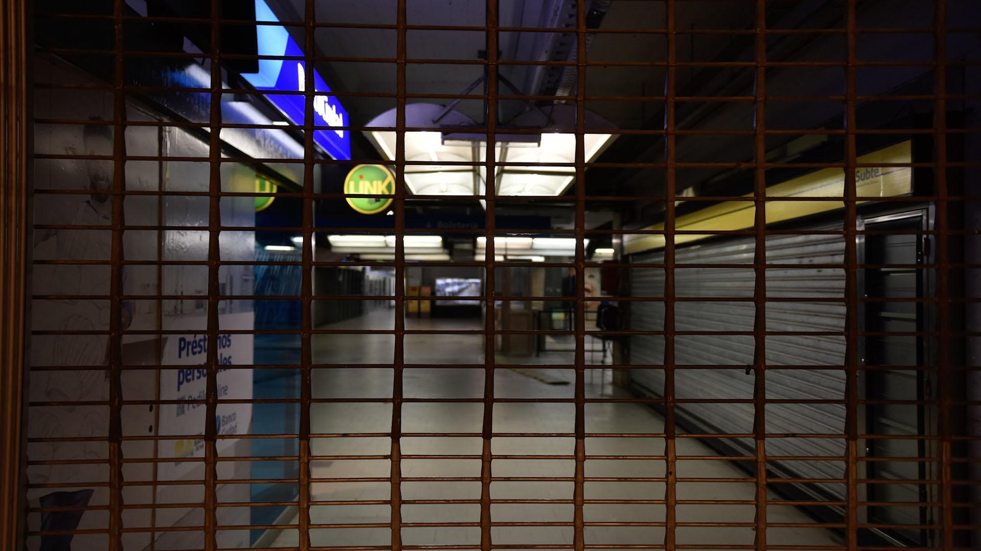 La terminal de Retiro durante el paro del 30 de abril (Adrián Escandar)