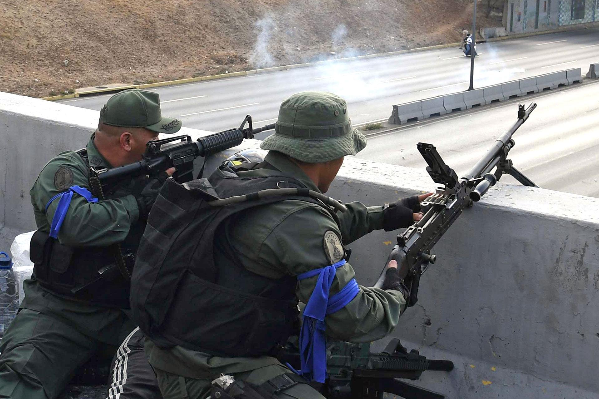 Los enfrentamientos dejaron decenas de heridos y detenidos (AFP)