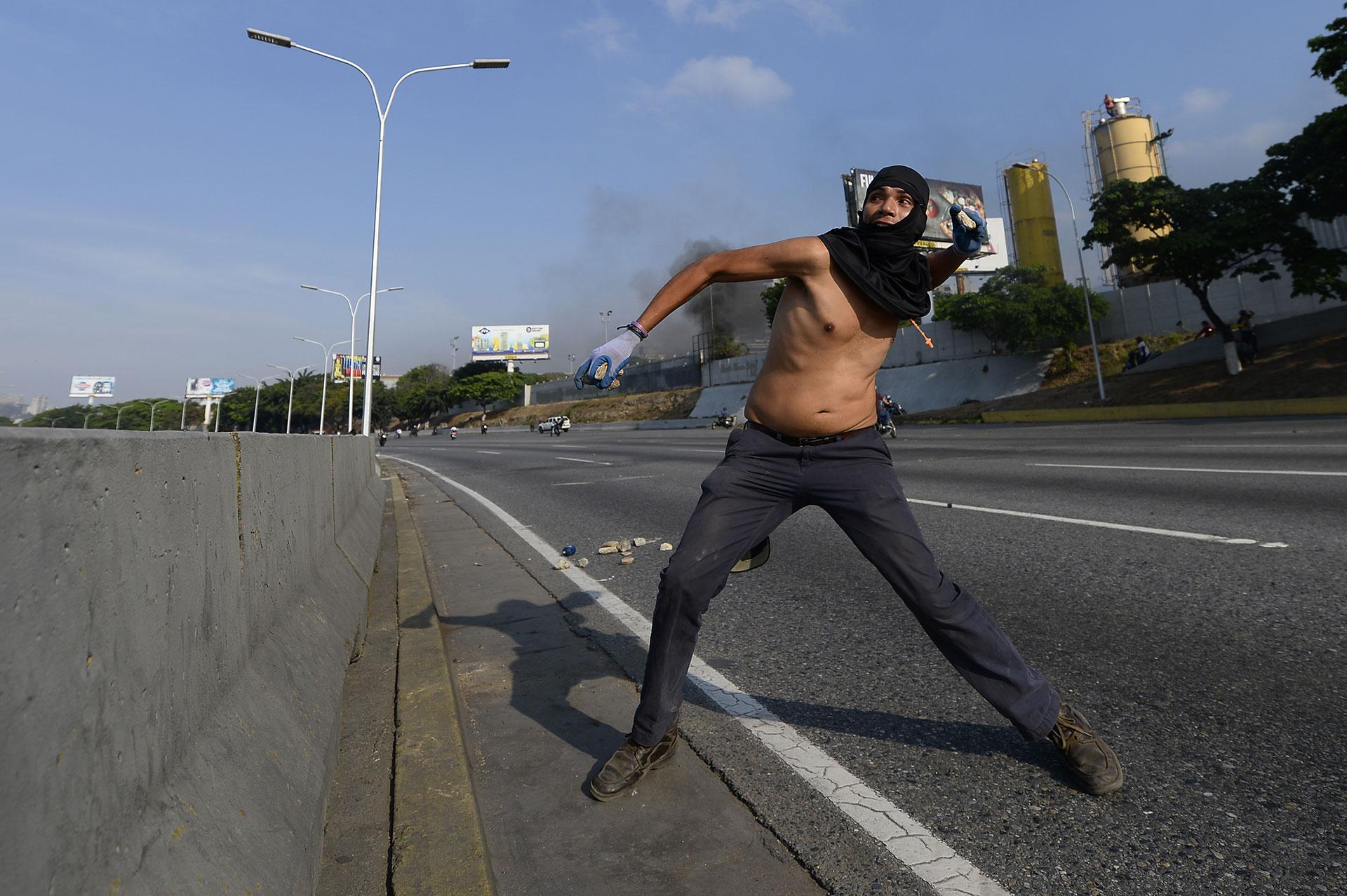 Rápidamente, tras el llamamiento de Guaidó, miles de venezolanos salieron a las calles a desafiar el régimen de Maduro.