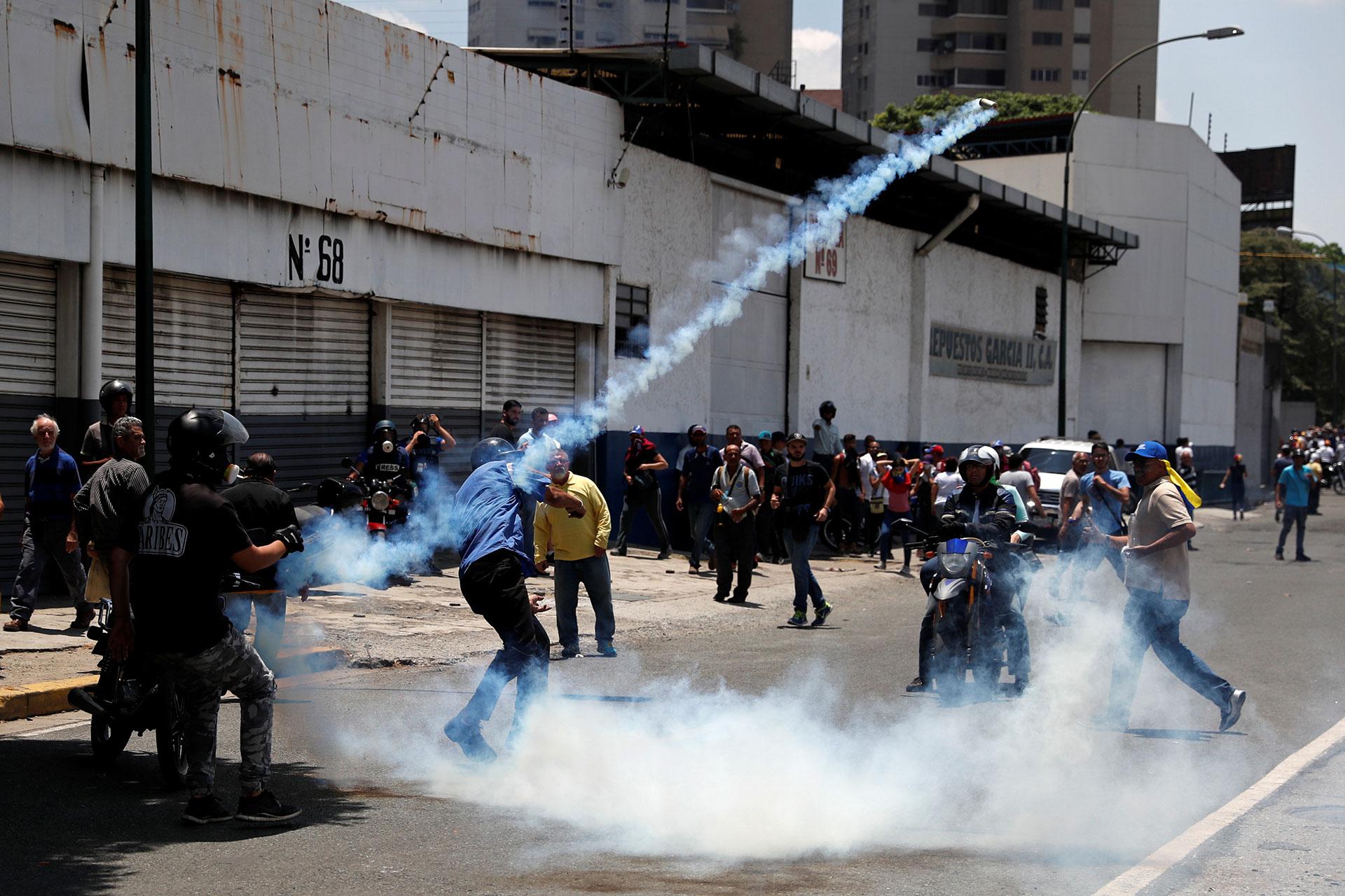 Manifestantes desafiaron la represiónen Venezuela (Reuters)