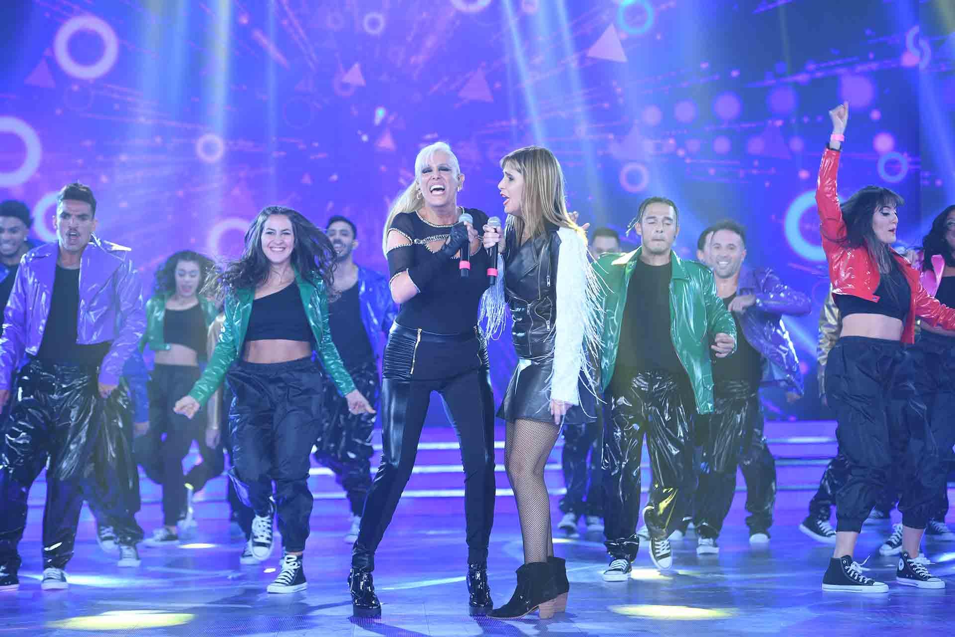 Valeria Lynch y Fabiana Cantilo a pleno show.