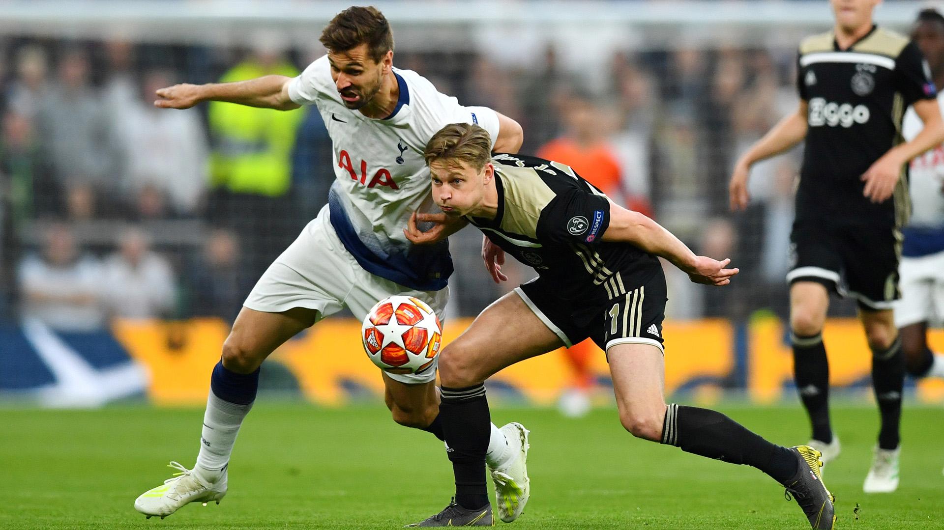 En Londres, el Ajax se quedó con el triunfo por 1-0 y corre con ventaja en la semifinal frente al Tottenham (REUTERS/Dylan Martinez)