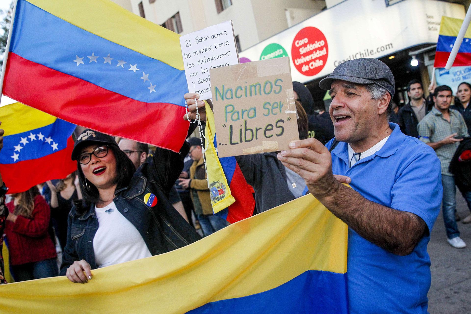 Venezolanos en Chile apoyaron al jefe del Parlamento venezolano, Juan Guaidó, reconocido por medio centenar de países como presidente interino