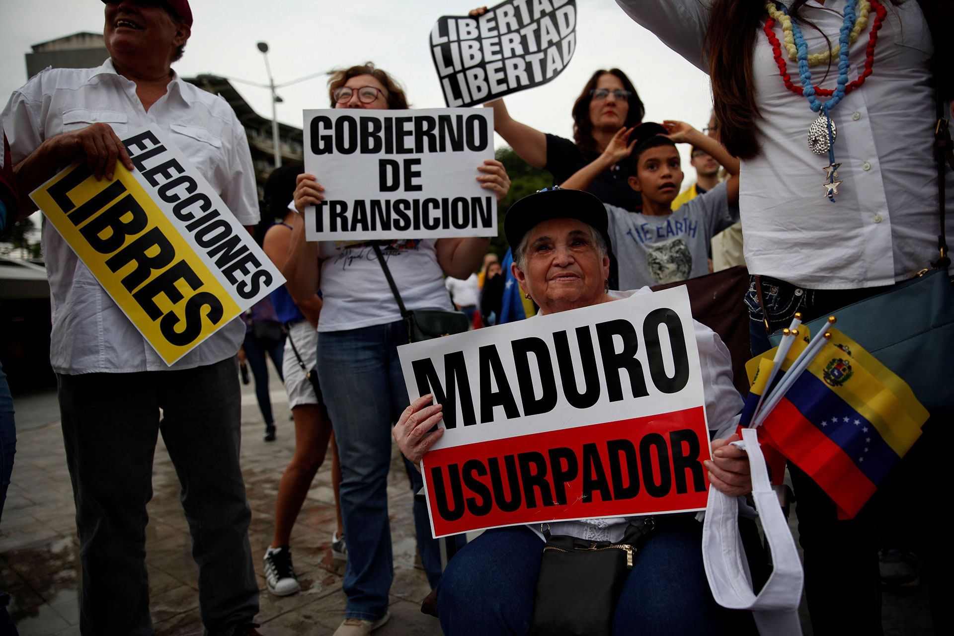 En Ciudad de Panamá, manifestantes declararon su apoyo al levantamiento cívico militar en Venezuela desde el parque Francisco Arias Paredes